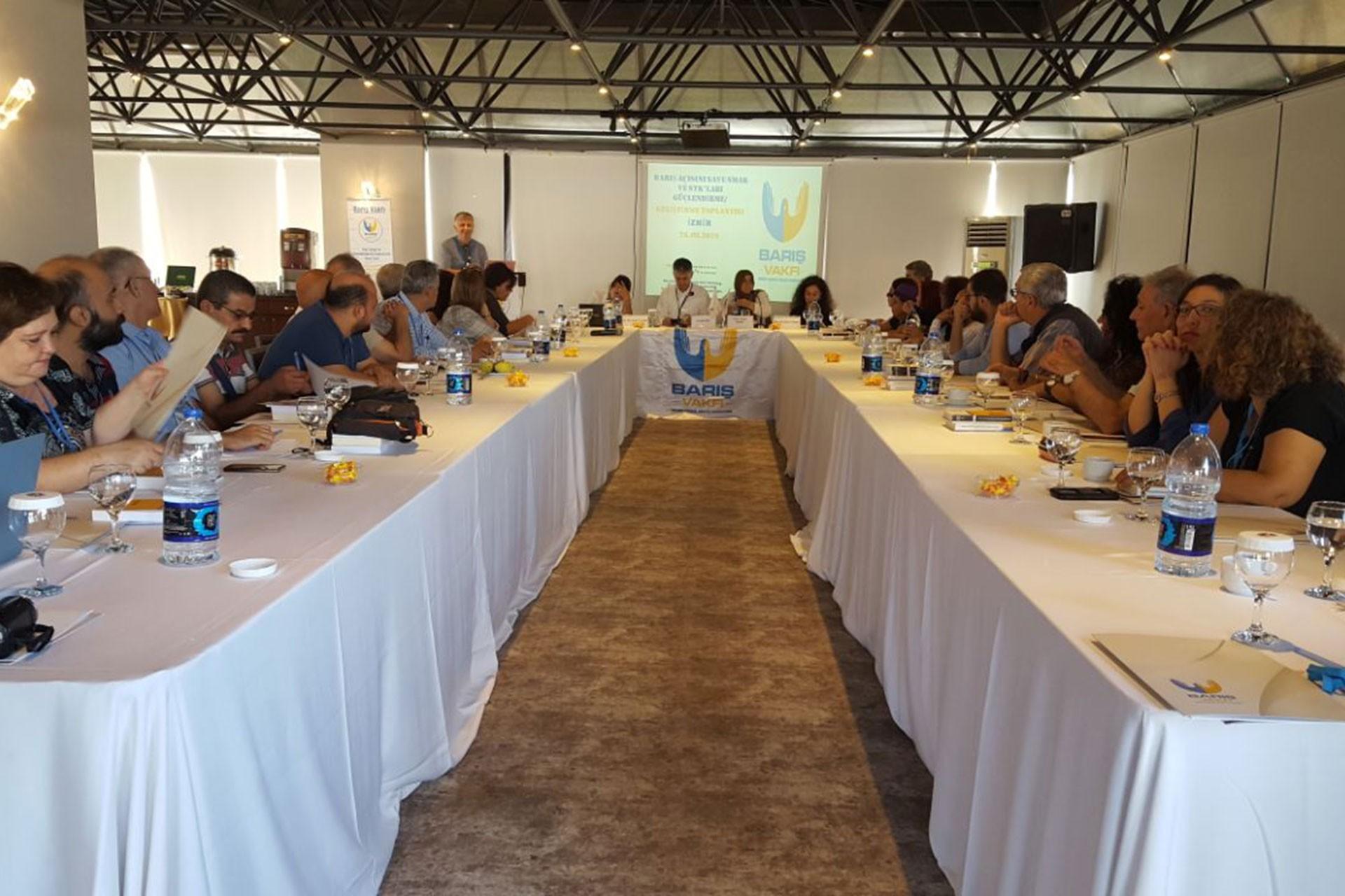Barış Vakfı, İzmir'de STK temsilcileri ile barışı konuştu