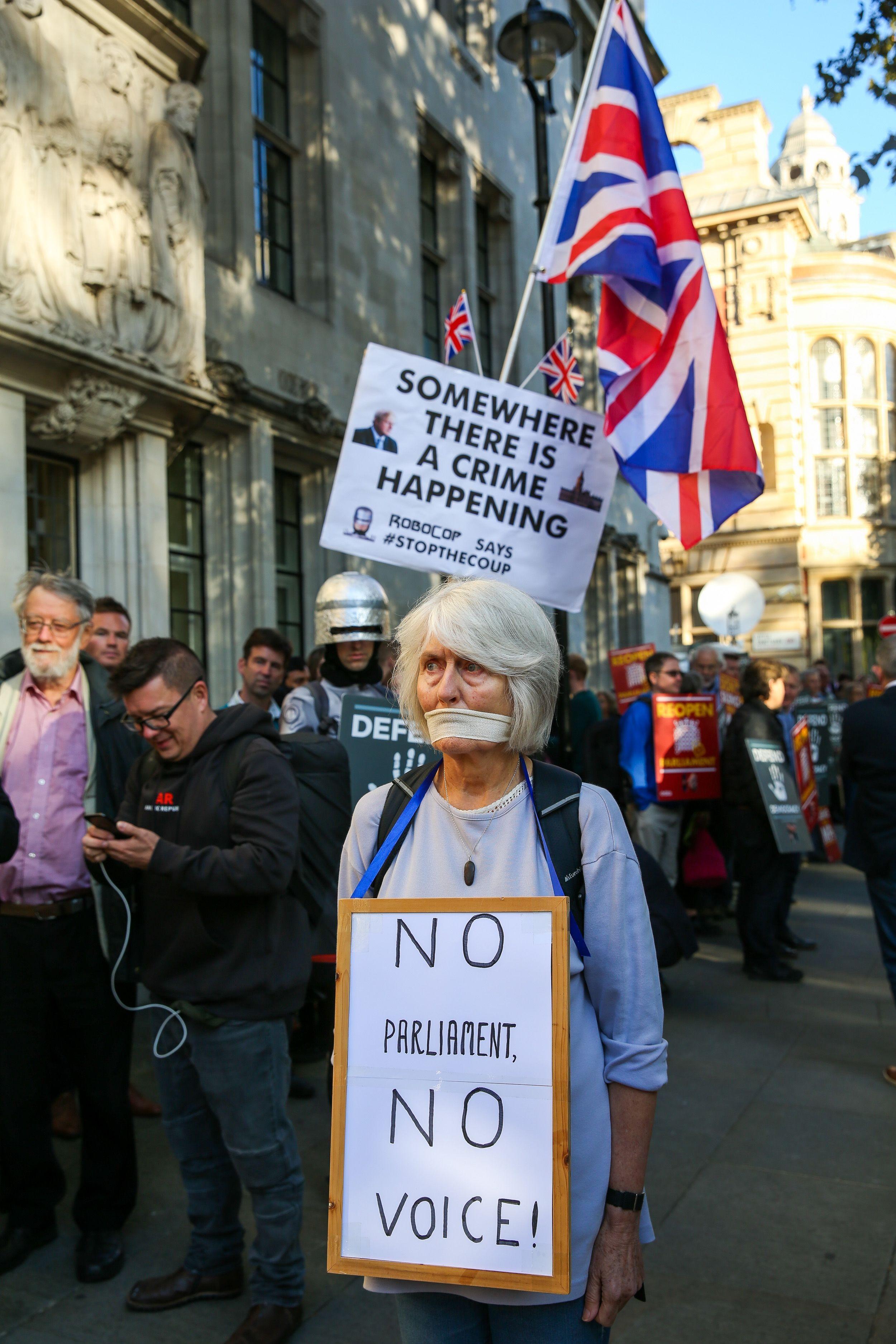 İngiltere'de meclis protestosu