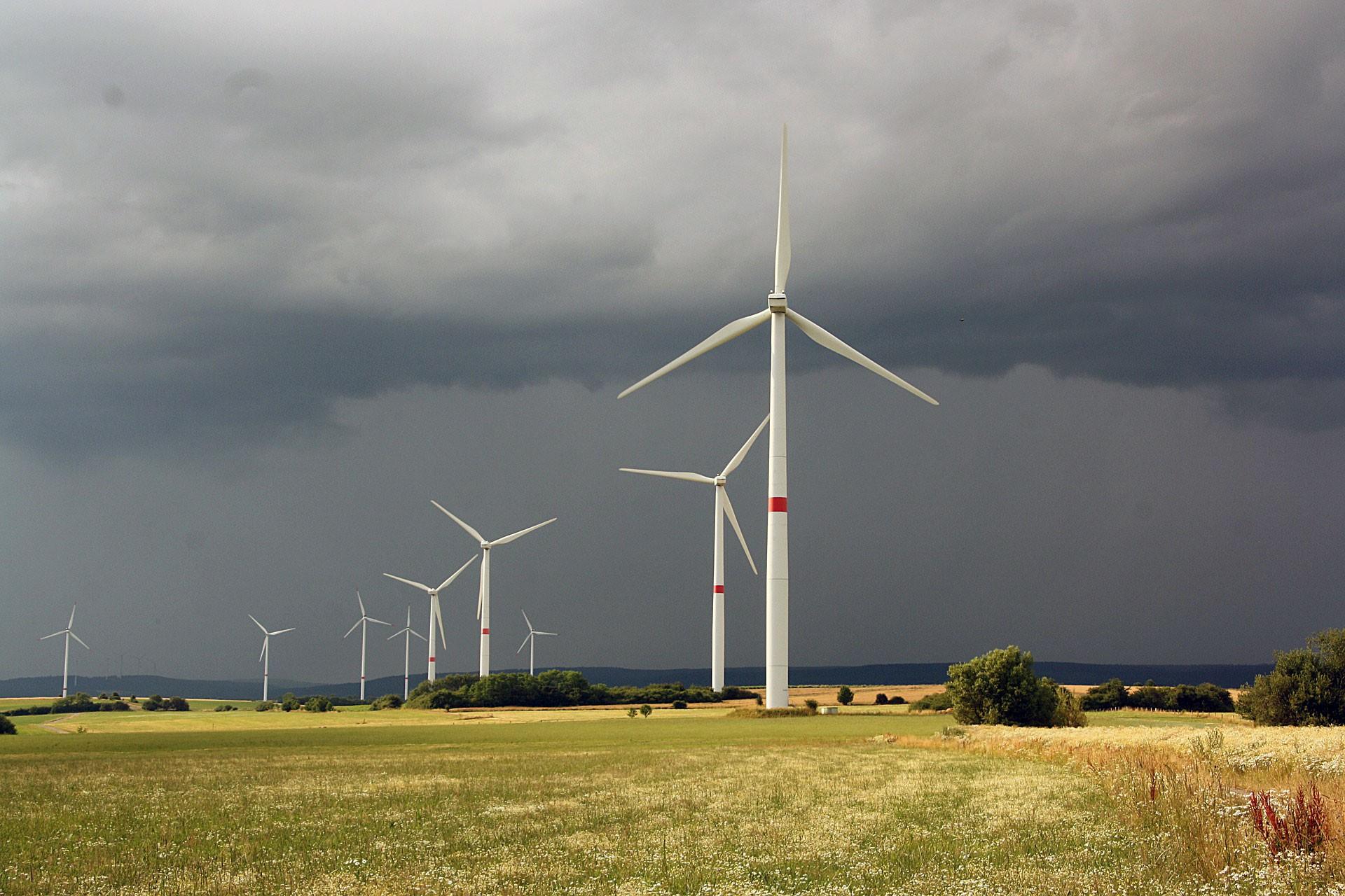 Danimarka enerji şirketlerine para akışını durdurdu