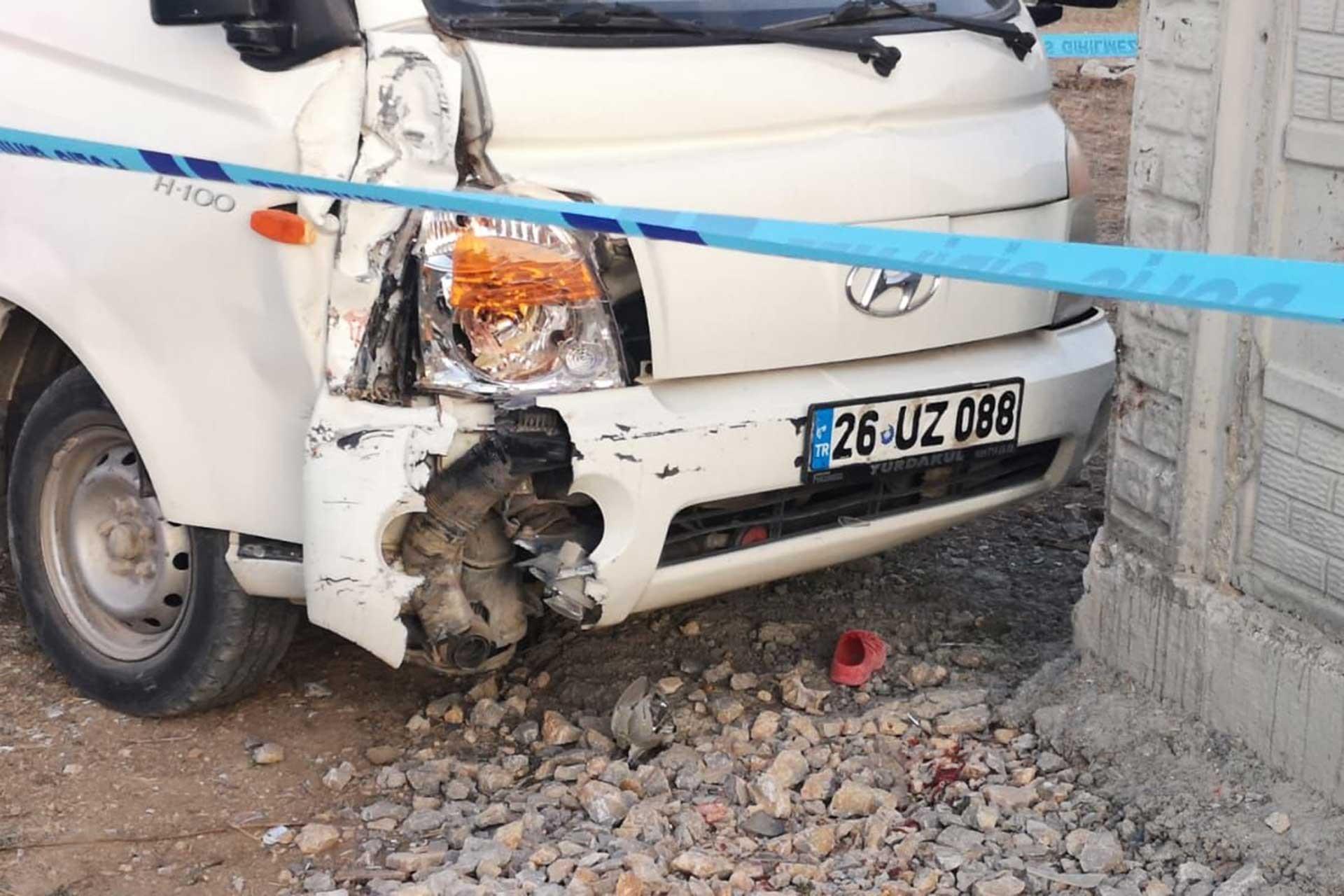Kamyonet, sokakta oynayan çocukların arasına daldı: 1 ölü, 1 yaralı