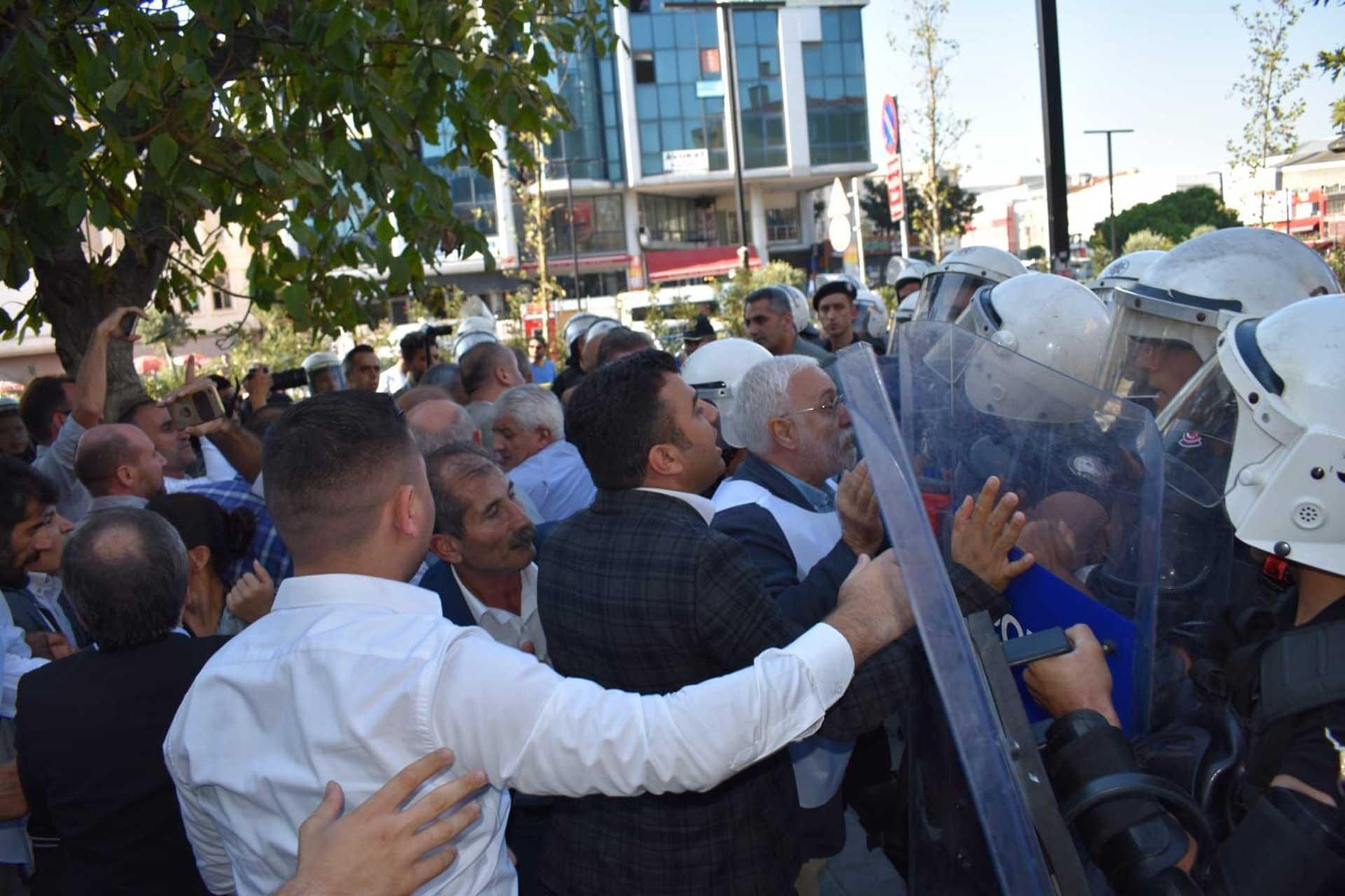 Esenyurt'ta polis saldırısı: HDP Milletvekili Kemal Bülbül hastaneye kaldırıldı