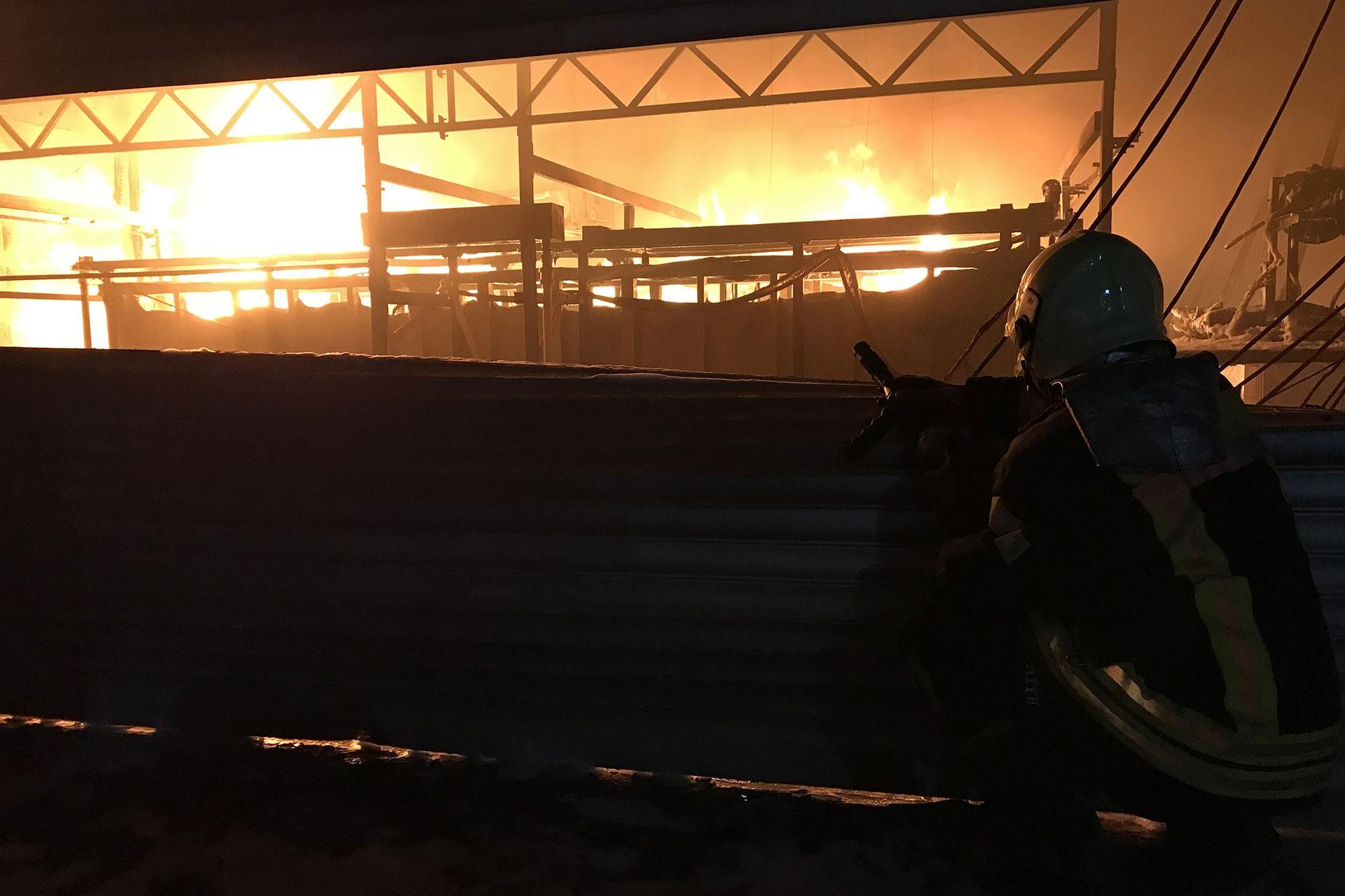 Manisa'da havlupan ve radyatör üreten fabrikadaki yangın söndürüldü