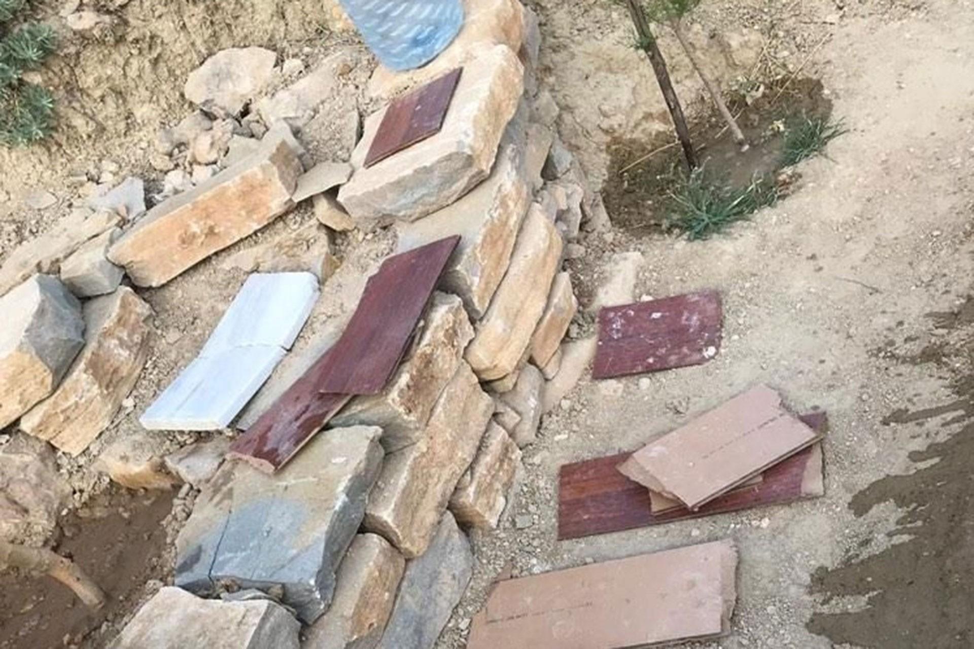 Mahmut Alınbay'ın mezarı