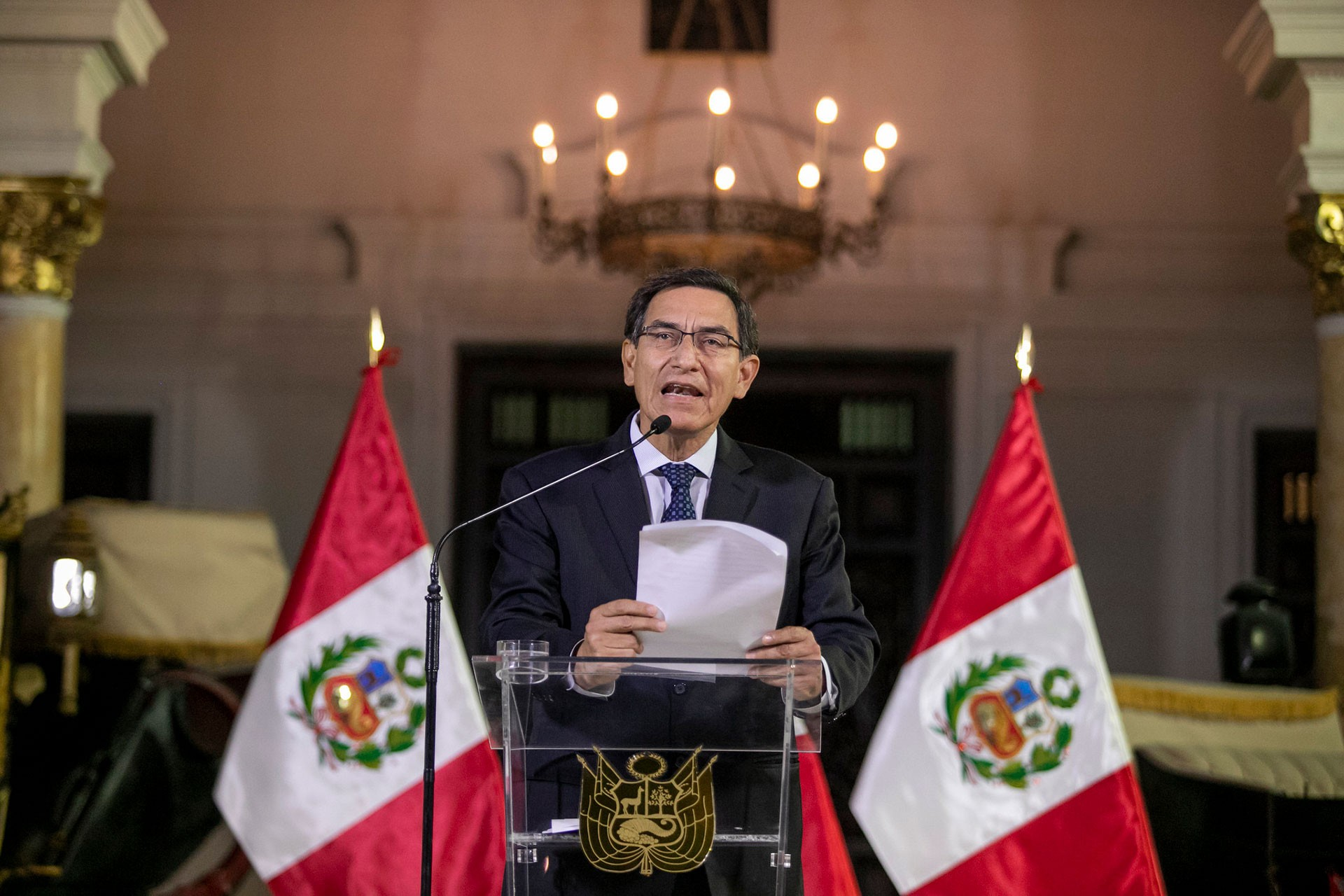 Peru'da Devlet Başkanı Vizcarra Parlamentoyu, Parlamento Devlet Başkanı'nı feshetti