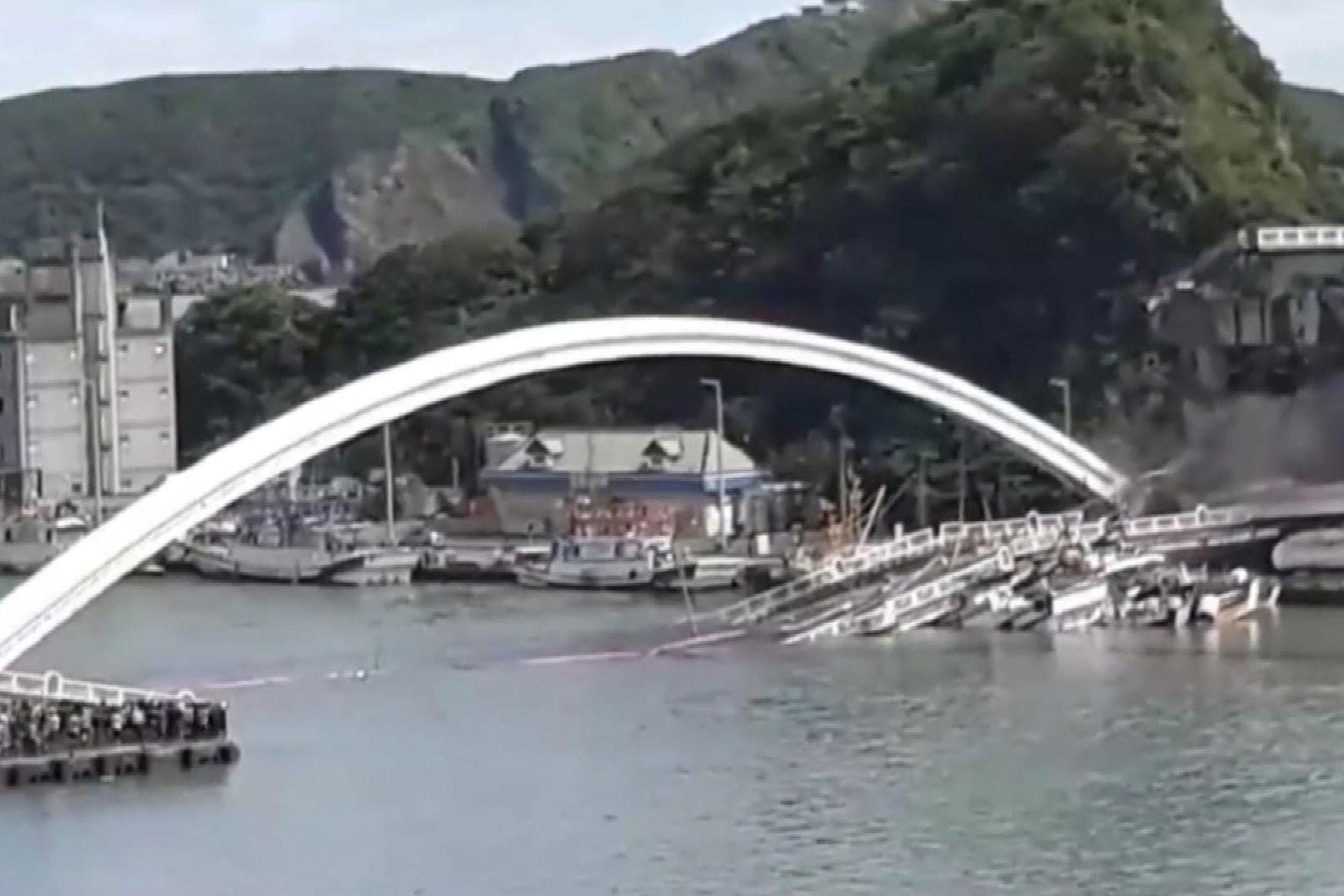 Tayvan'da 21 yıllık köprü çöktü: 10 kişi yaralı, 6 kişi kayıp