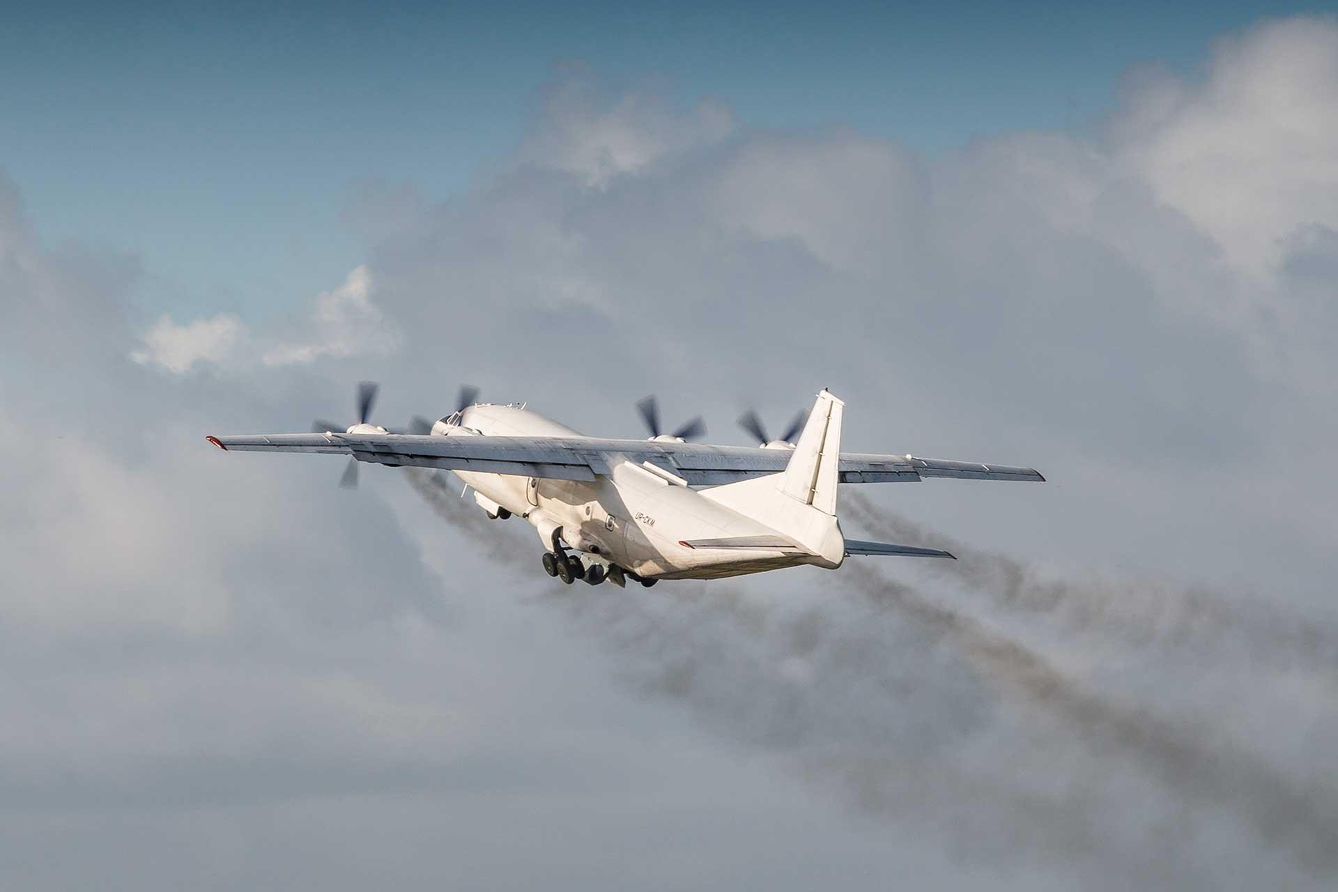 Ukrayna'da kargo uçağı acil iniş yaptı: 3 ölü, 3 yaralı