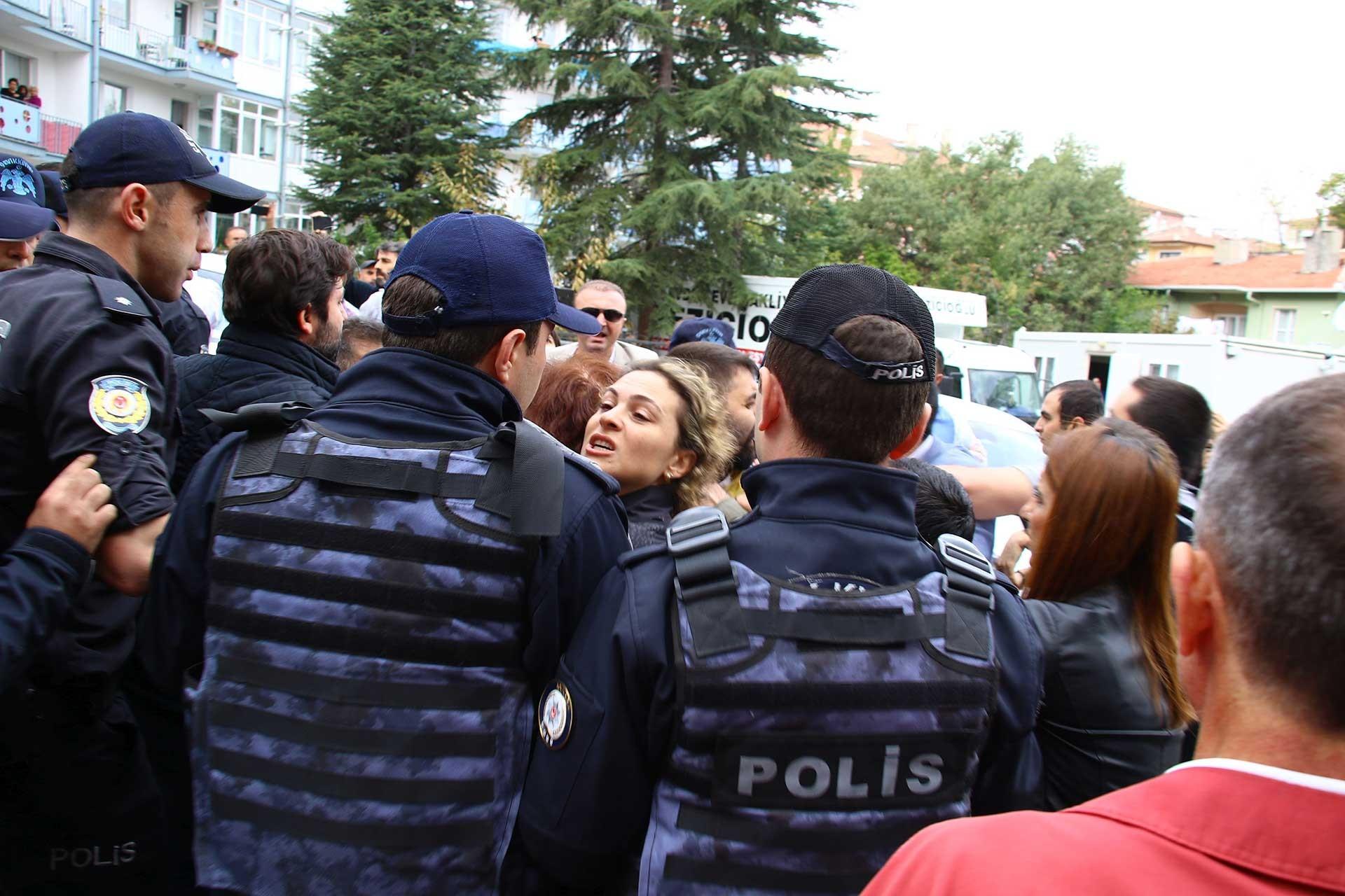 Ankara'ya gelen KHK'liler polis tarafından engellendi