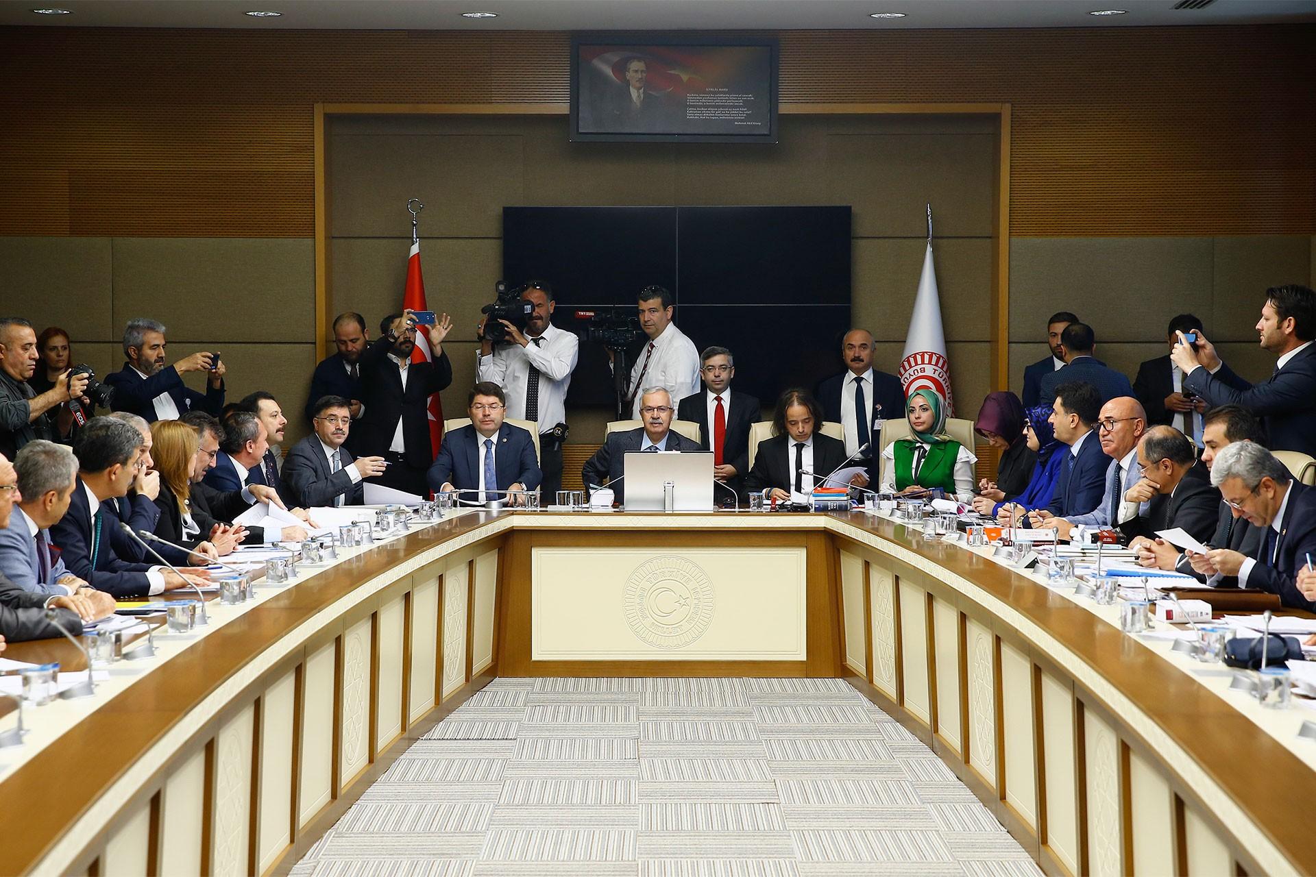 İlk yargı paketi TBMM Adalet Komisyonunda kabul edildi