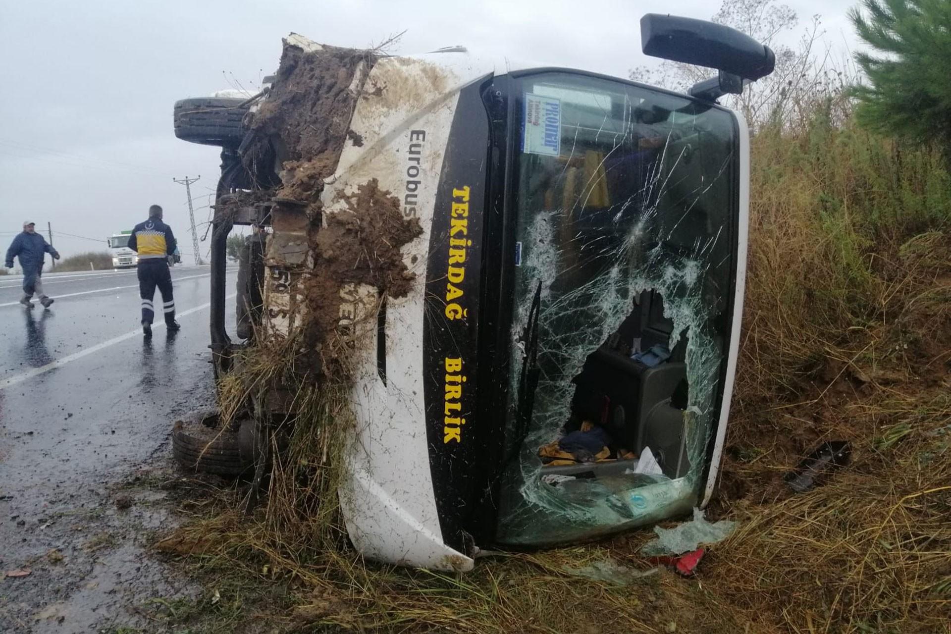 Tekirdağ'da işçi servisi devrildi: 8 yaralı