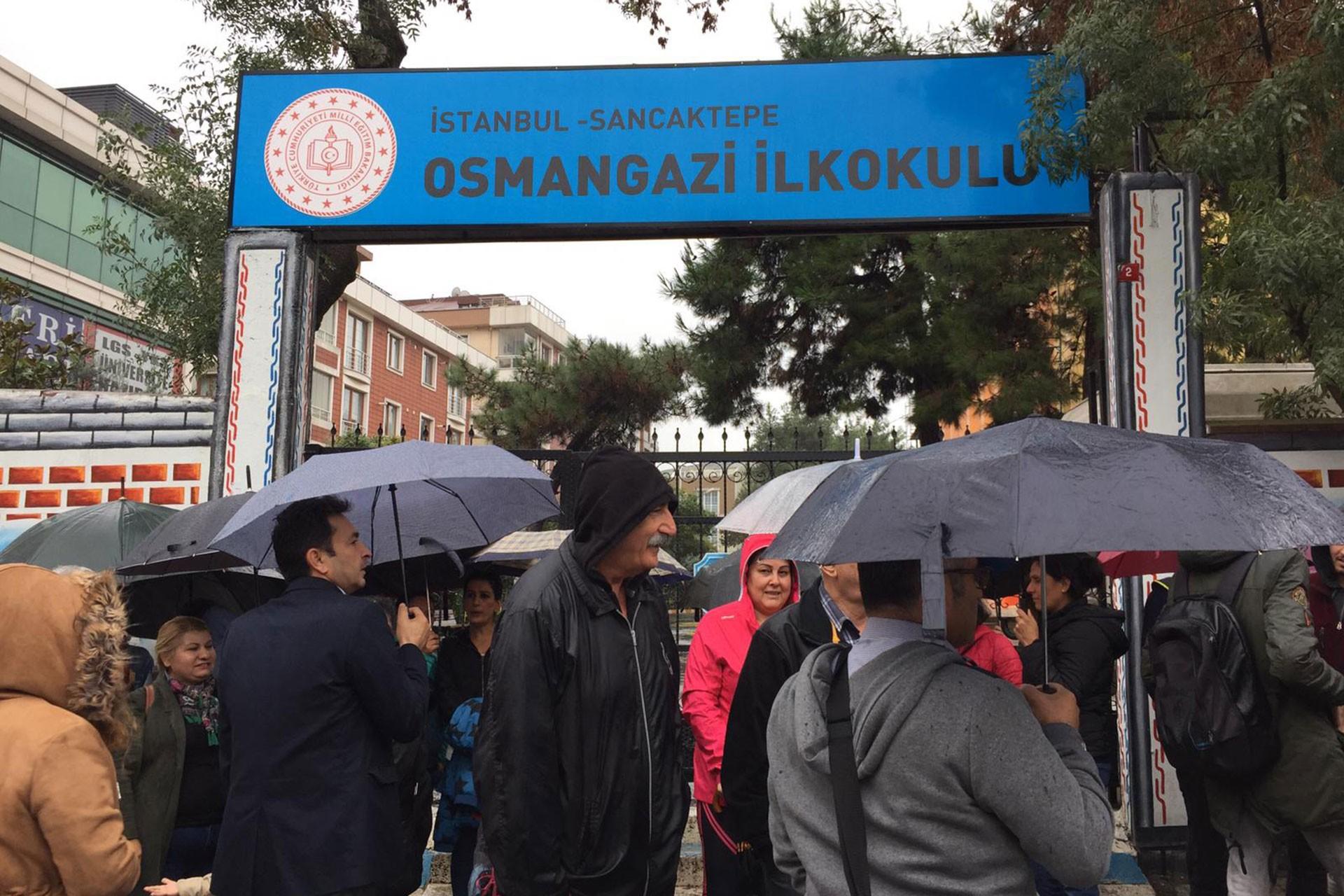 İstanbul'da öğrenci velilerinden 'hasarlı okul yıkılsın' talebi