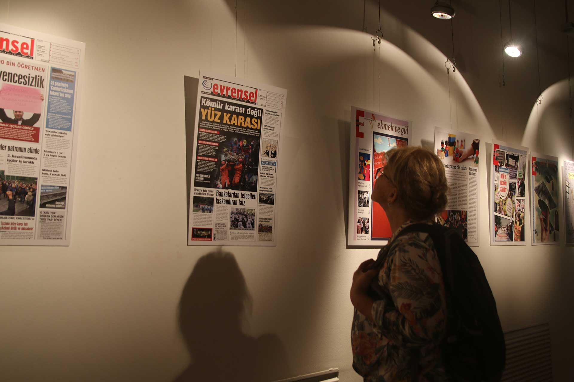 25. yılda 25 manşet sergisi Evrensel okurları ile buluştu