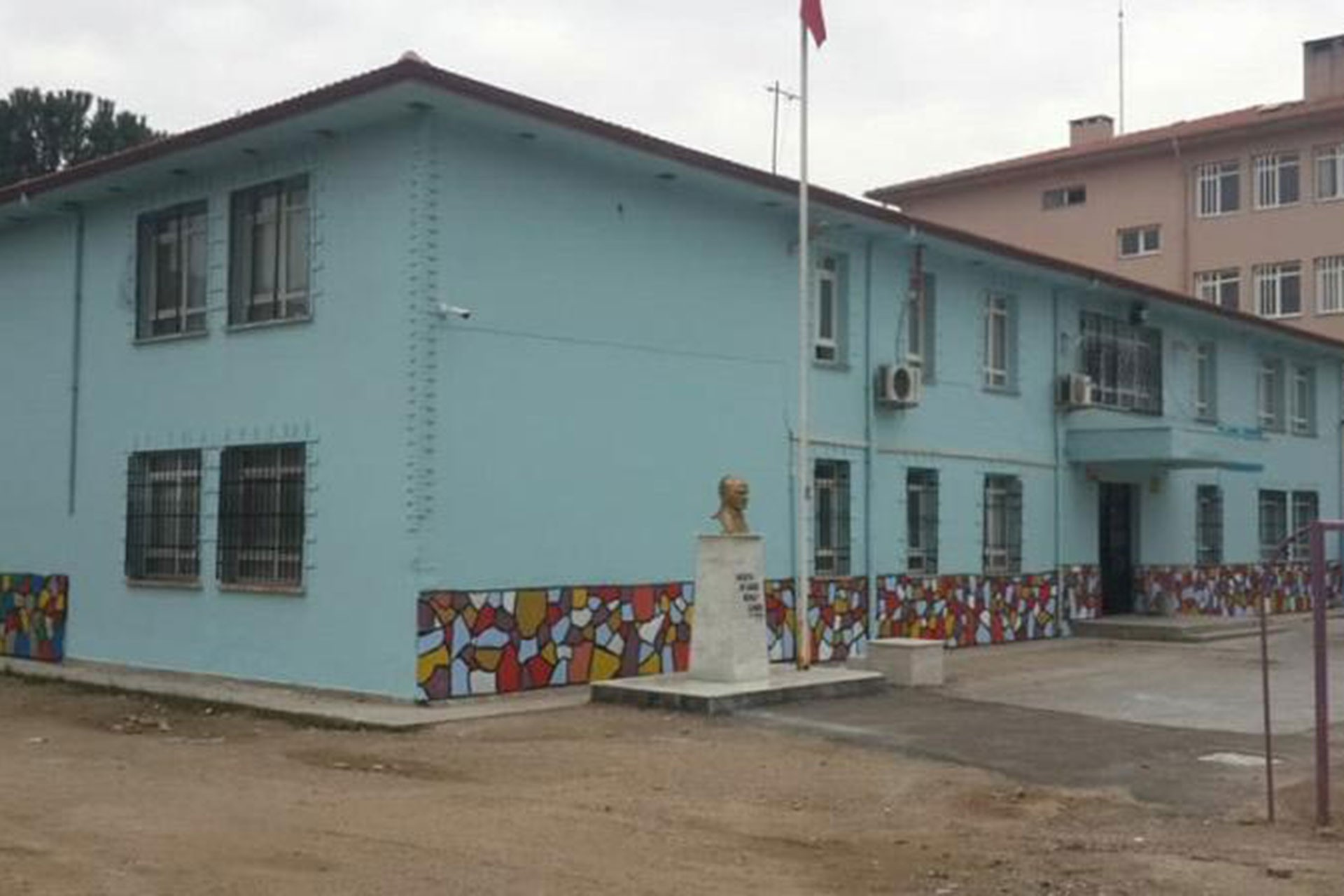 Aydın'da havalı tüfekle ateş açılan okulda 3 öğrenci yaralandı