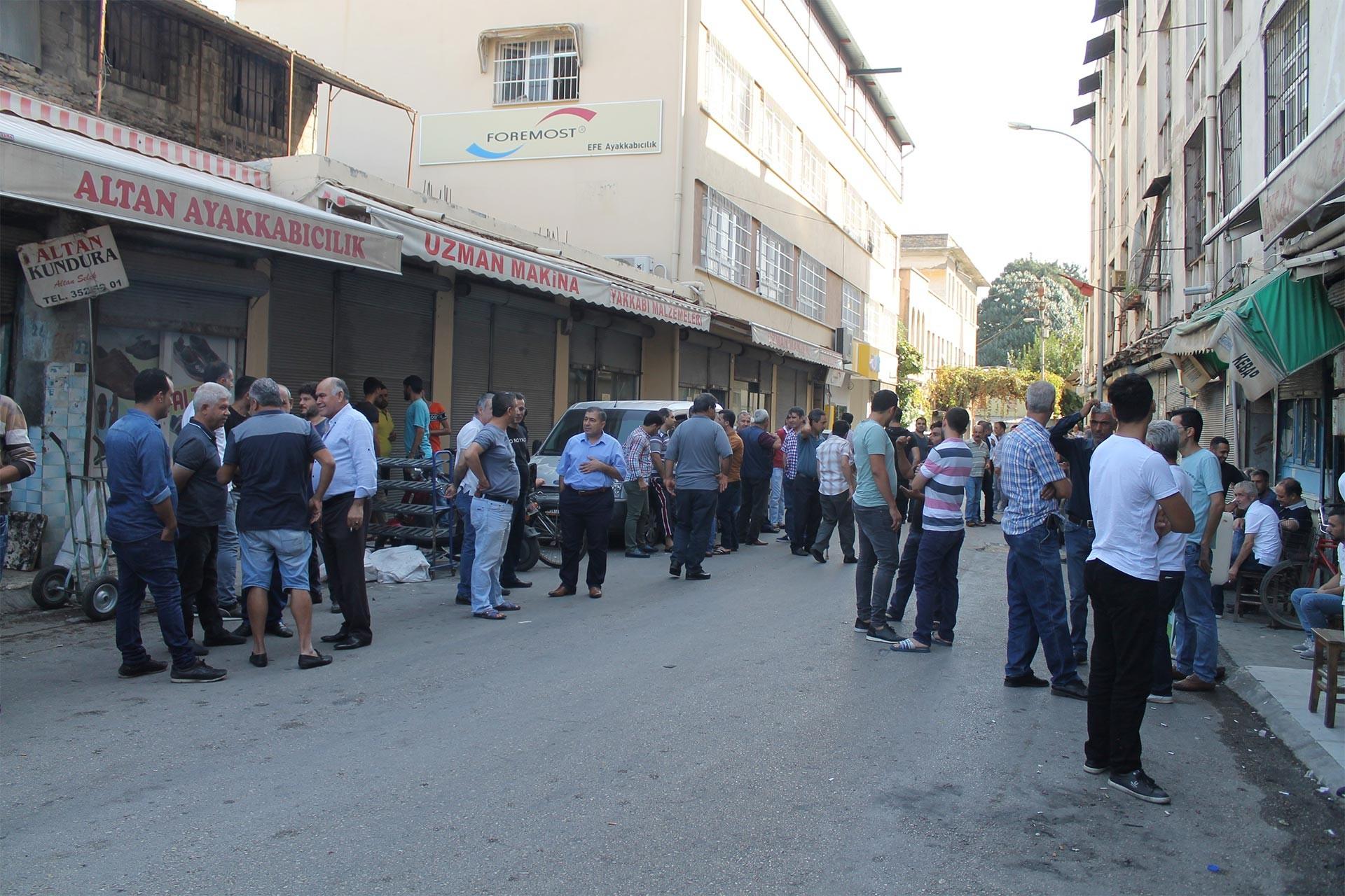 Adana'da sayacılar iş bırakma eylemini sürdürme kararı aldı