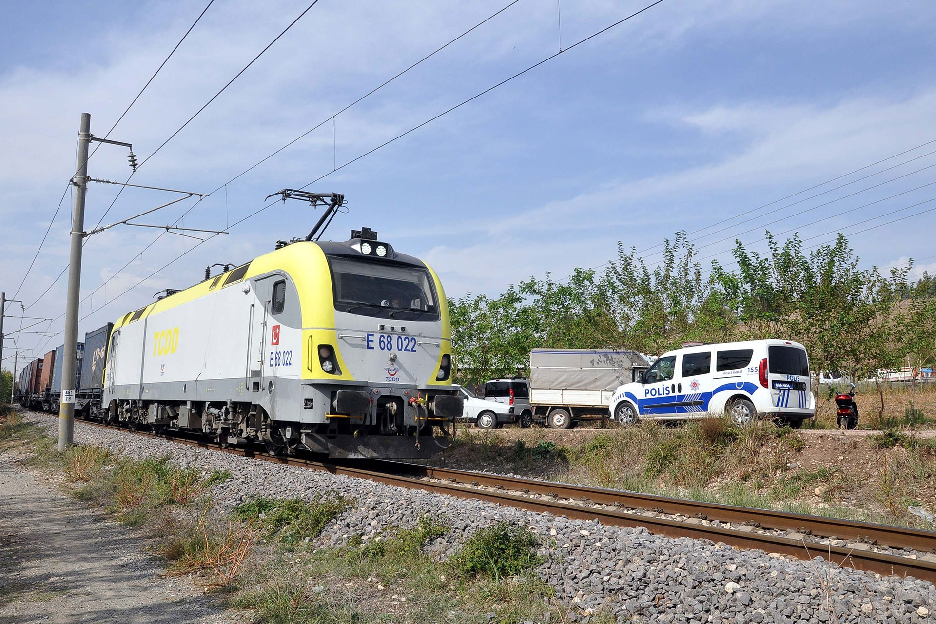 Osmaniye'de trenin çarptığı 2 yaşındaki çocuk yaşamını yitirdi