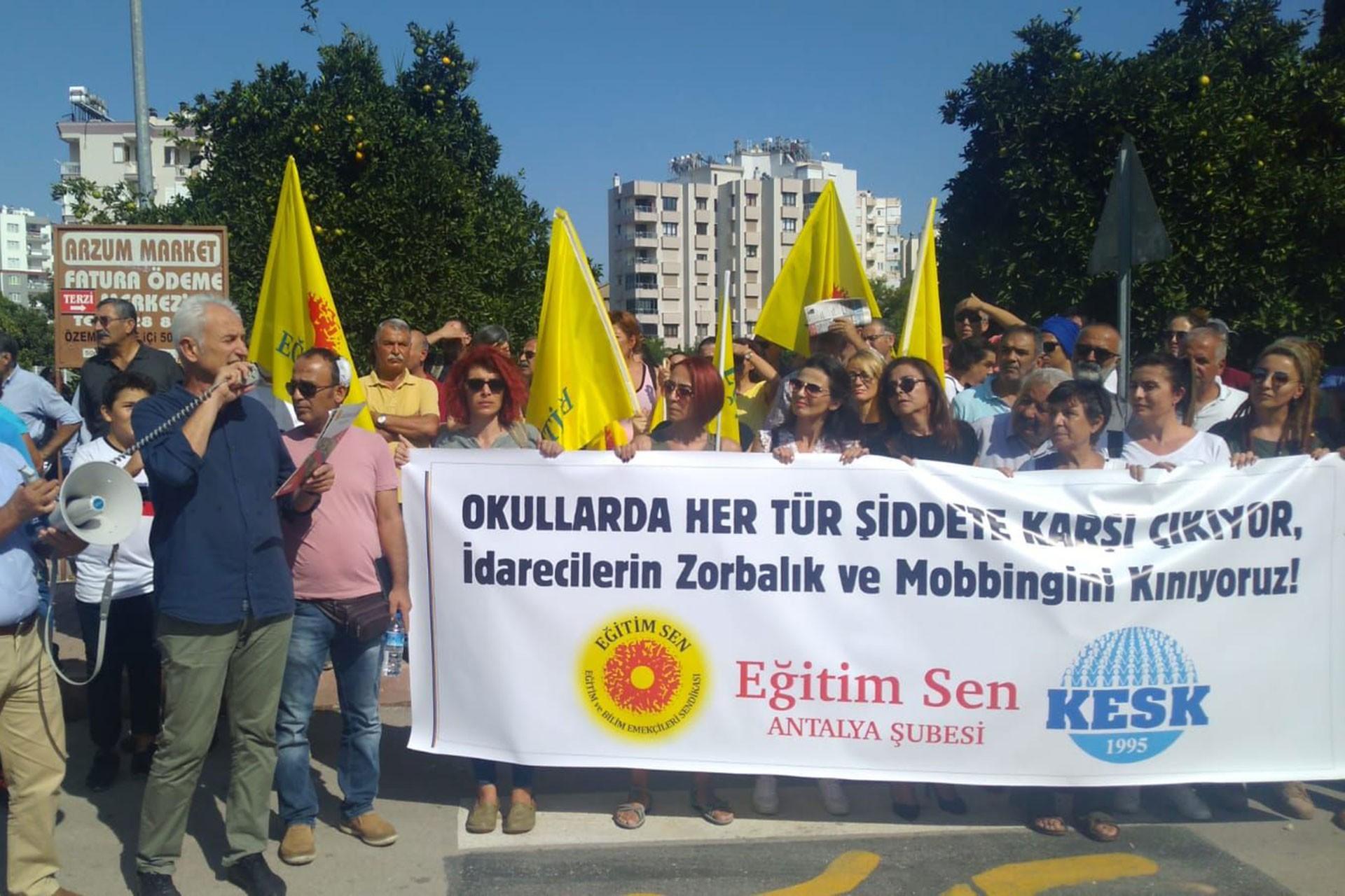 Antalya'da bir öğretmenin, okul müdürü tarafından darbedildiği iddiasına tepki