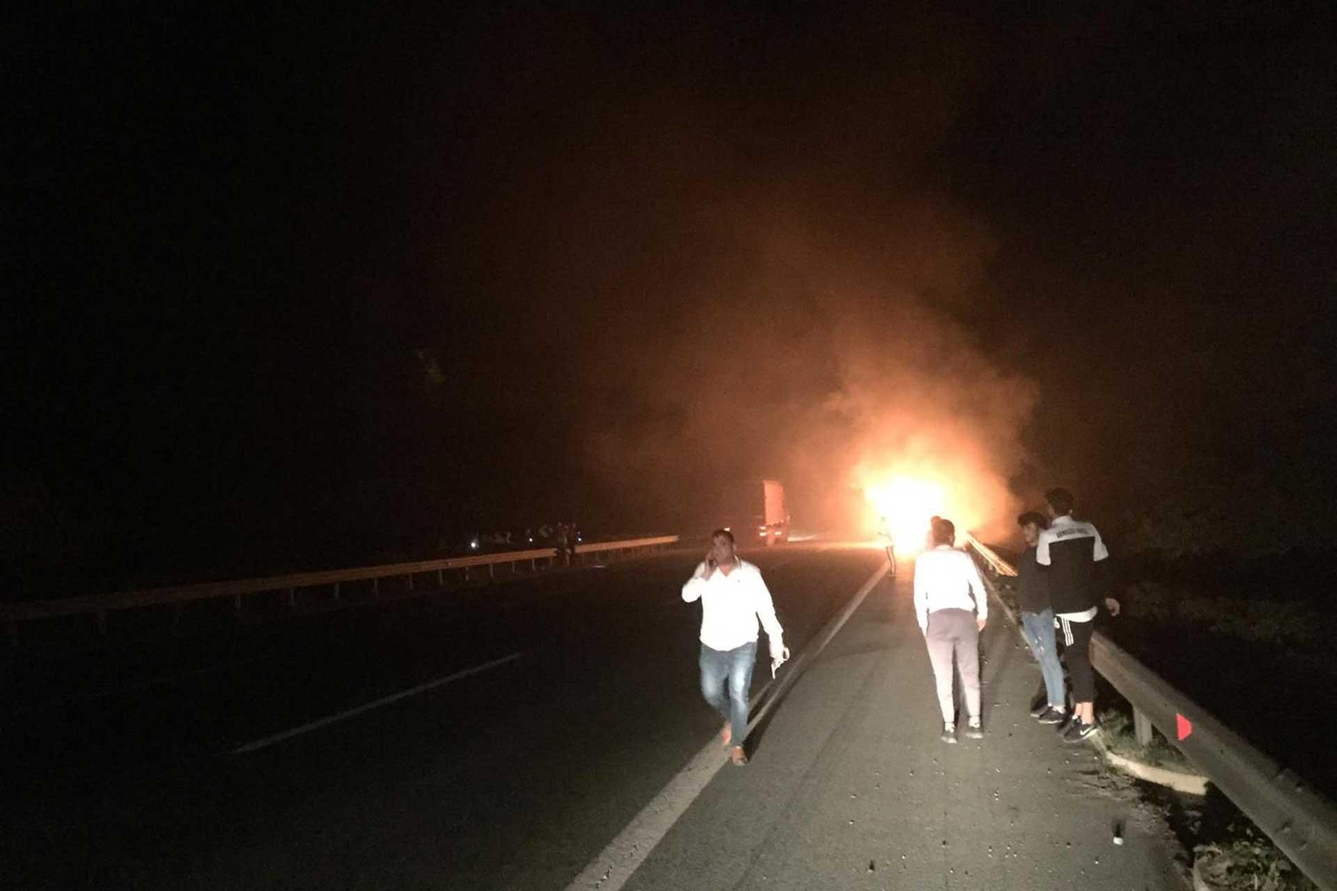 Futbolcuları taşıyan otobüste yangın çıktı