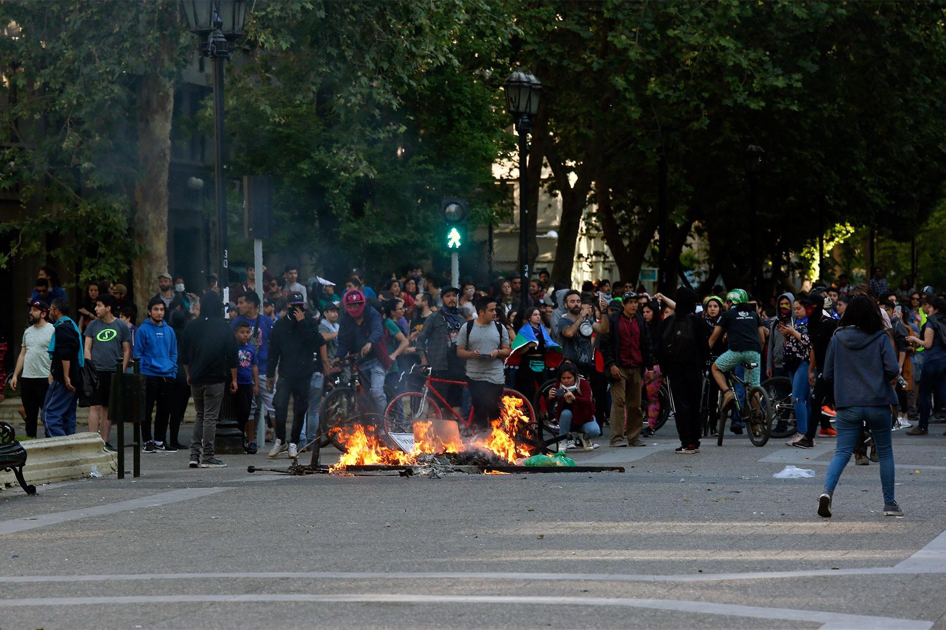 Şili sendikaları: Asker sokaktan çekilmezse 23 Ekim'de greve çıkıyoruz