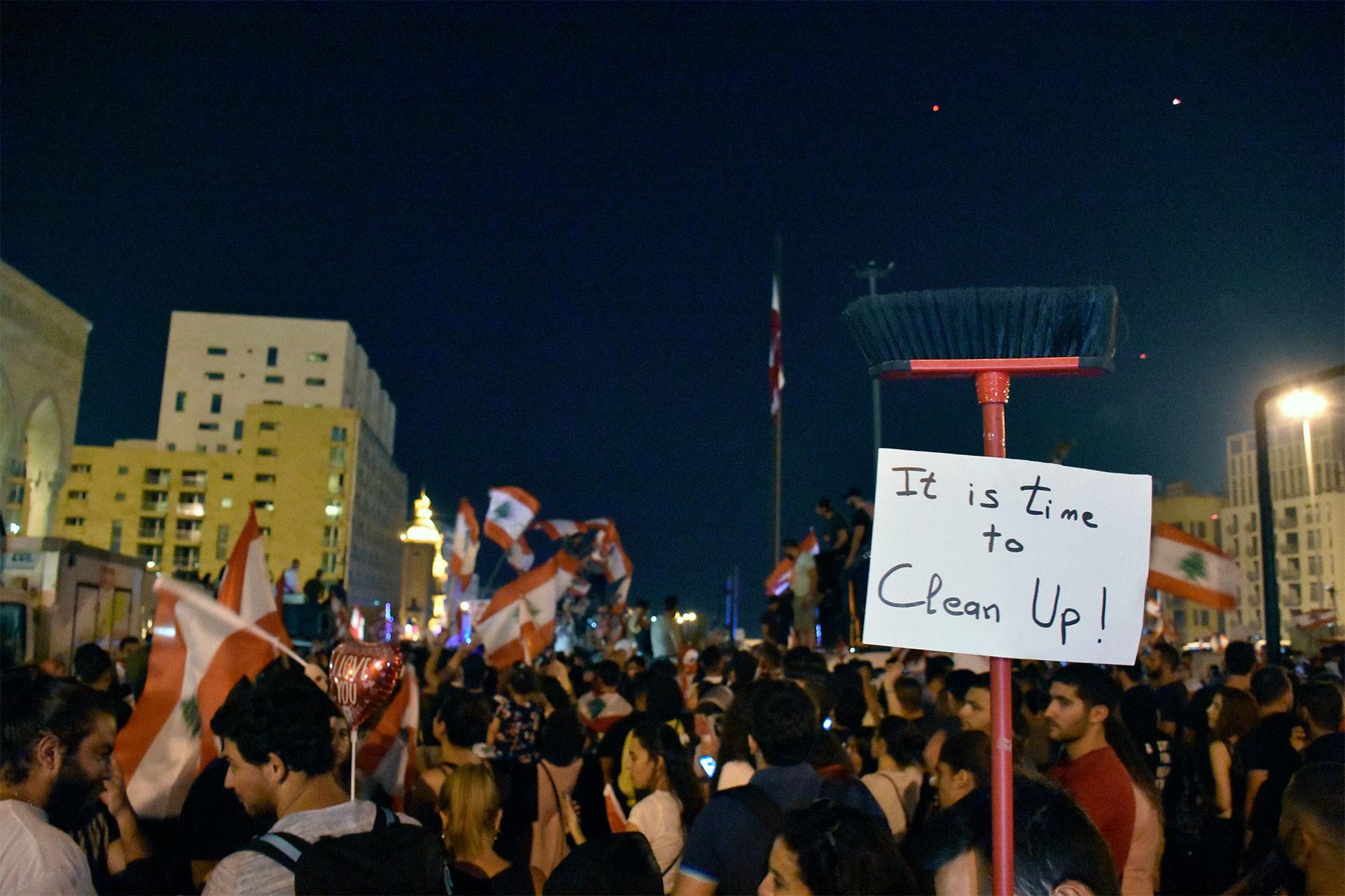 Lübnanlılar: Yöneticiler gitmeden eve dönmeyeceğiz
