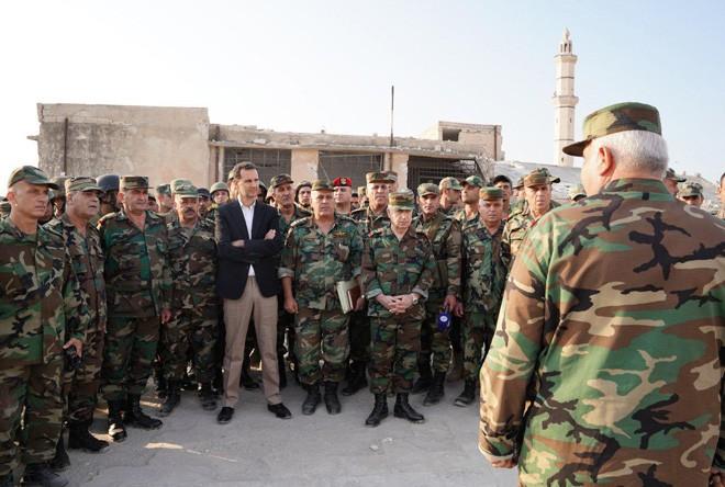 Soçi'de toplantı sürerken, Esad İdlib'te askerleri ziyaret etti
