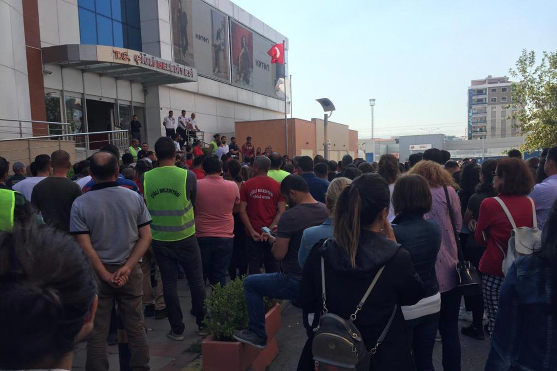 Çiğli Belediyesi işçileri ücretlerini aldı