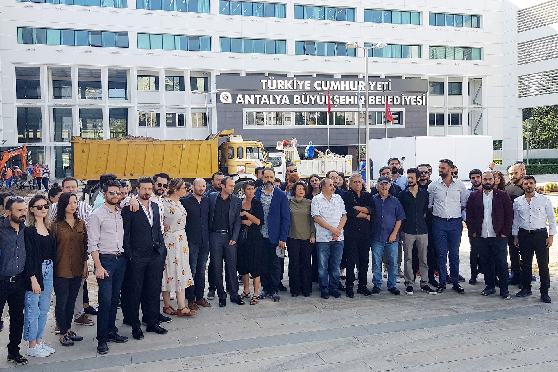 AŞT Genel Sanat Yönetmeni Mehmet Özgür görevden alındı