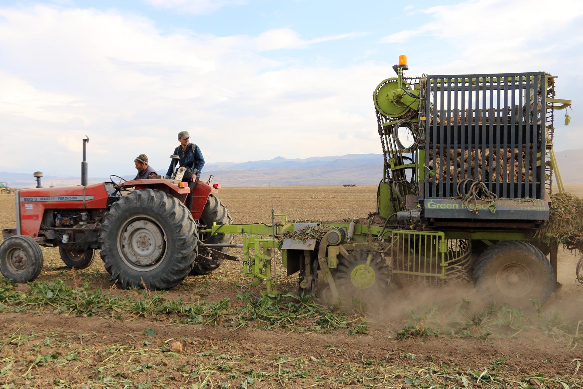 Erzurumlu çiftçi: Zahmet çekiyoruz ama kazanç yok