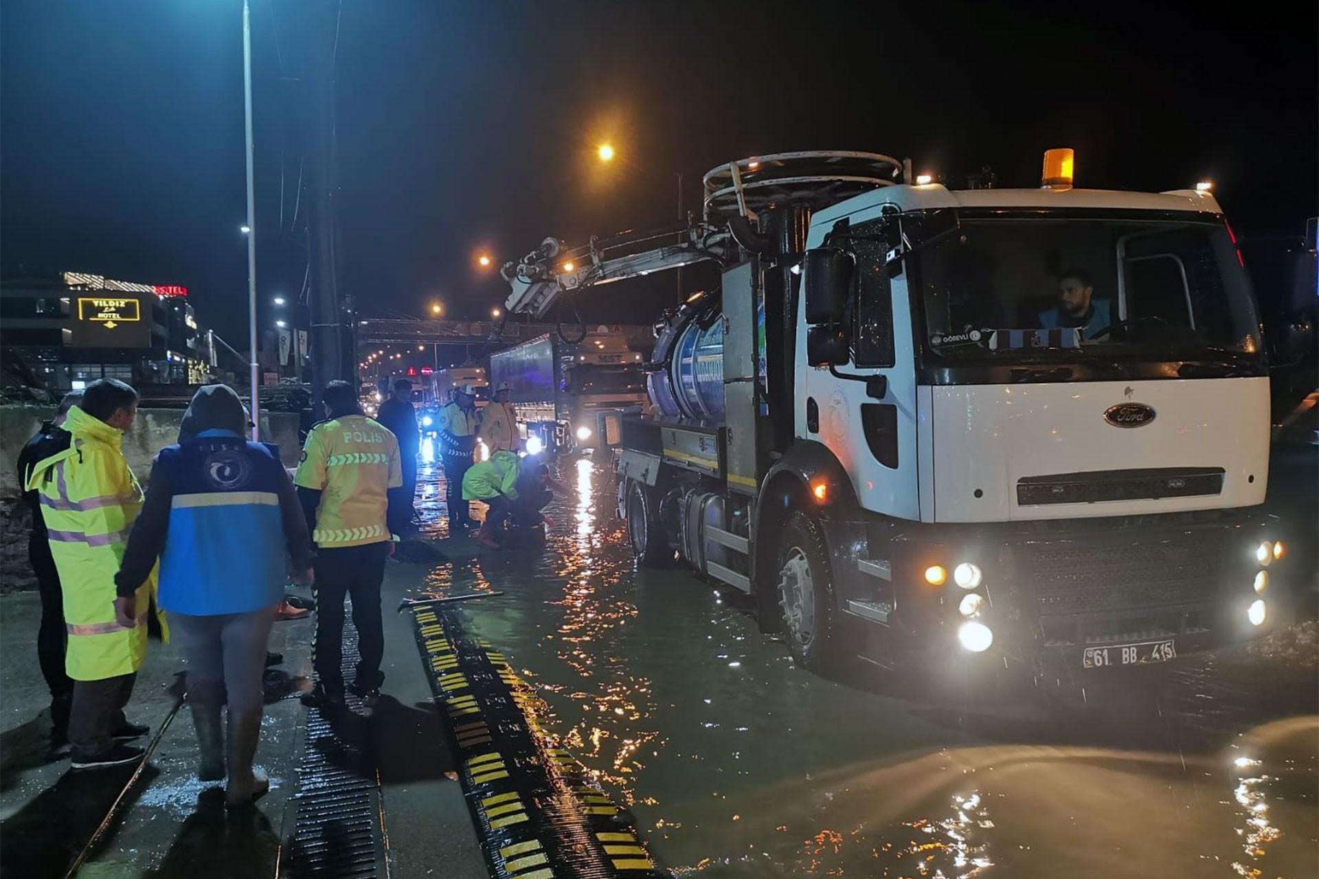 Trabzon'da şiddetli sağanak nedeniyle ev ve iş yerlerini su bastı