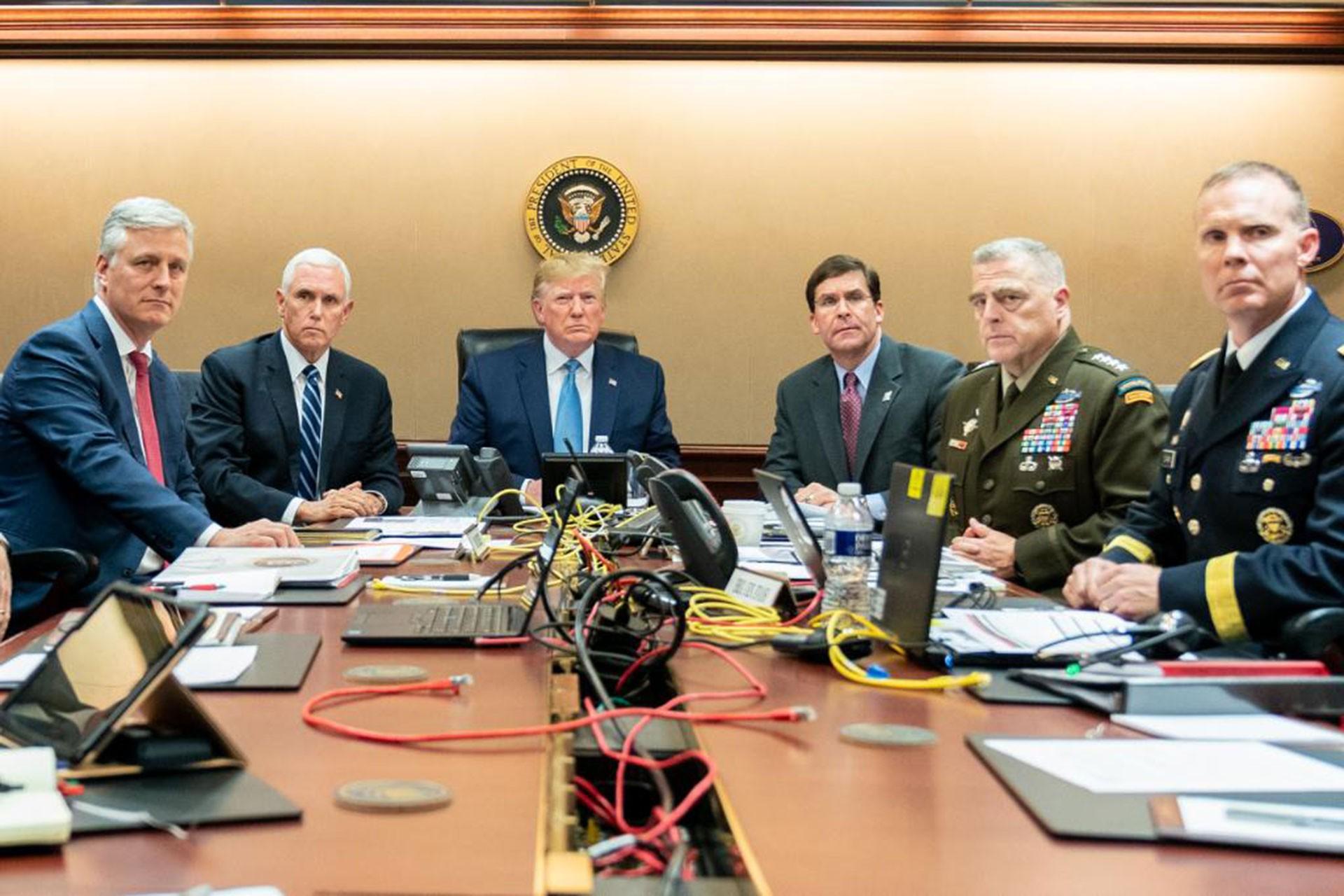Trump kurmaylarıyla birlikte operasyonu izlerken