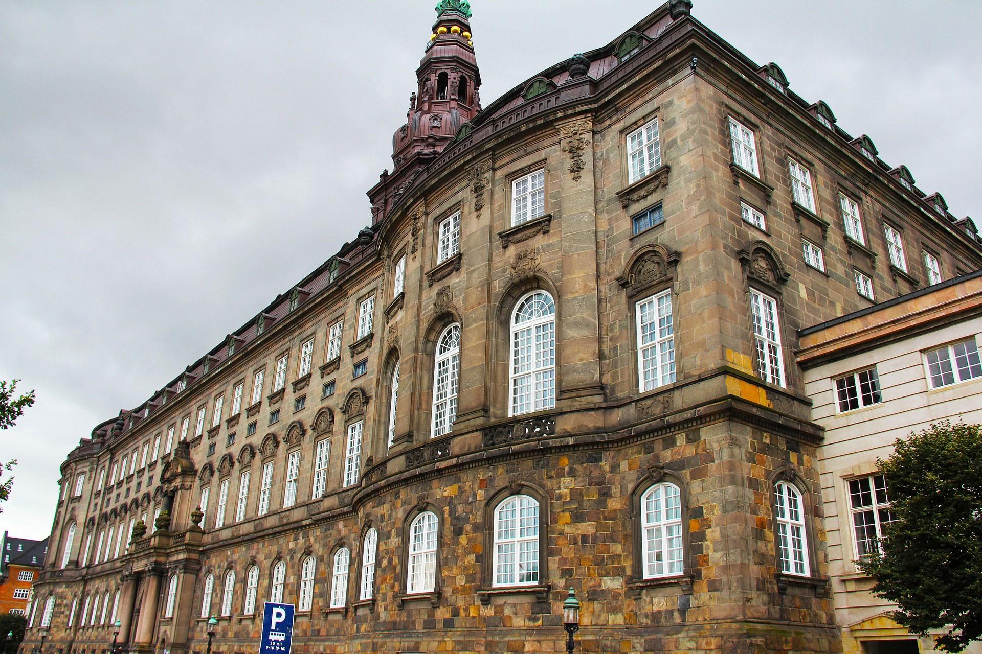 Türkiye'ye silah satışını durdurma kararı Danimarka parlamentosunun gündeminde