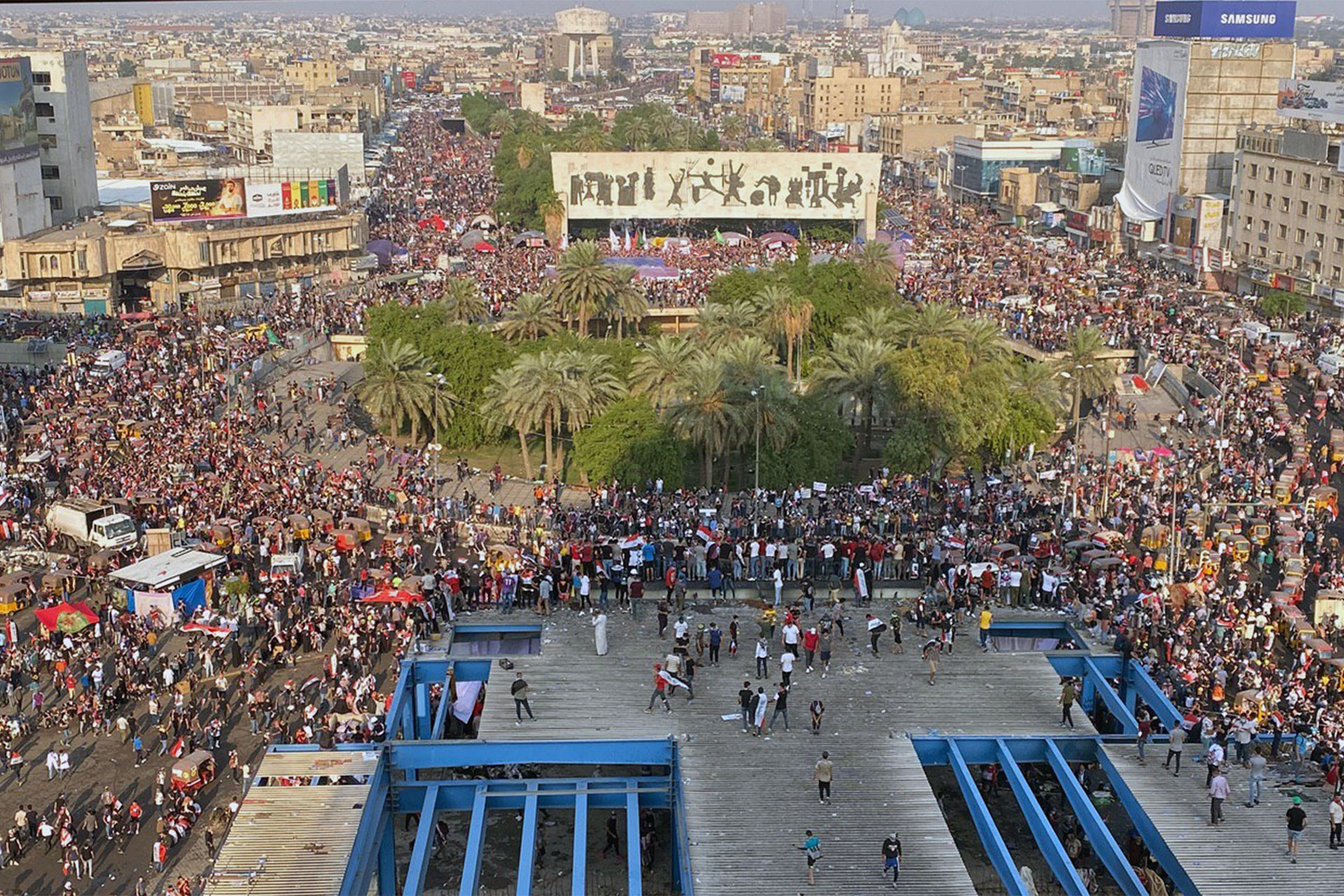 Irak'ta hükümet protestoları sürüyor; İran Mehran Sınır Kapısı'nı kapattı