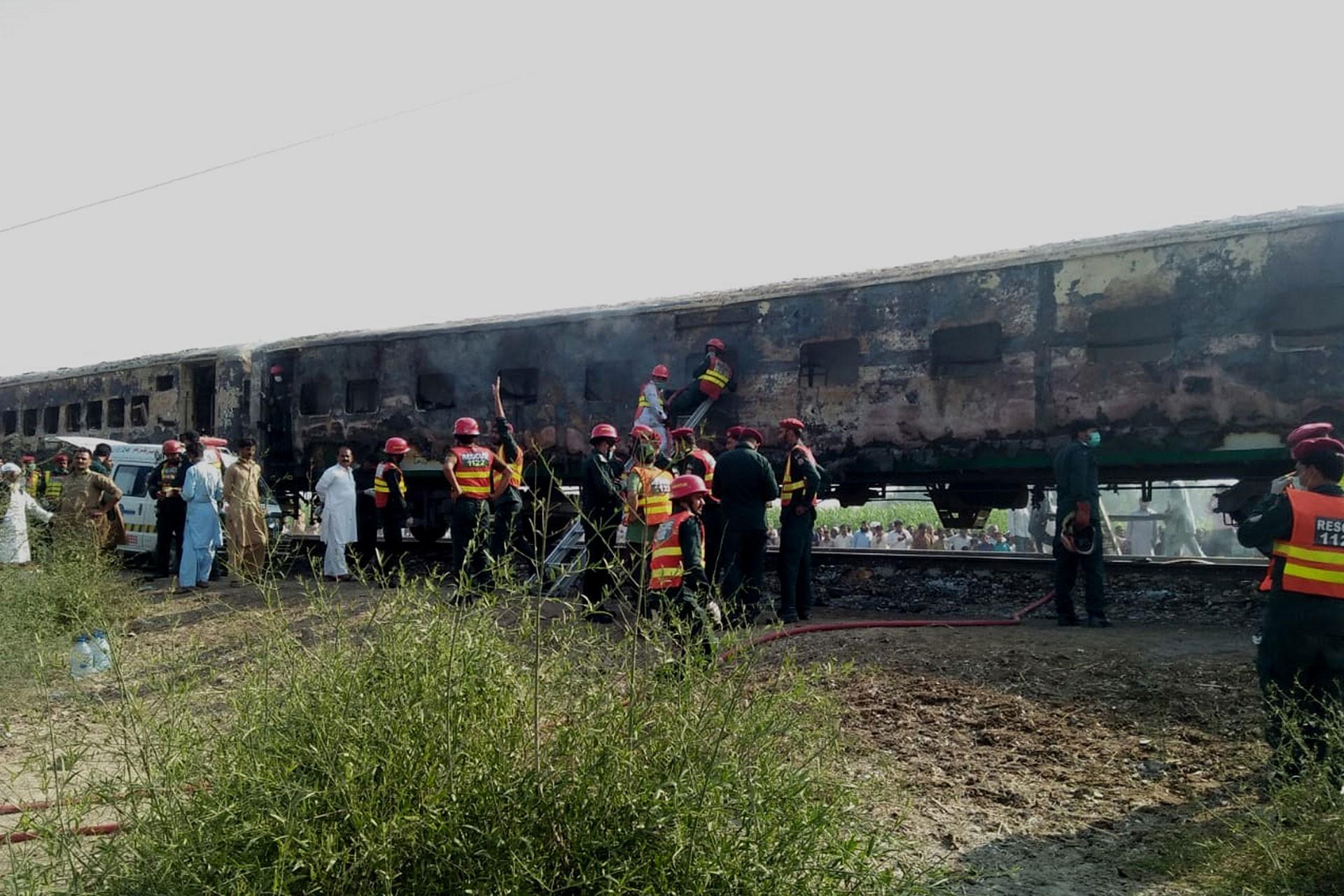 Pakistan'da tren yangını