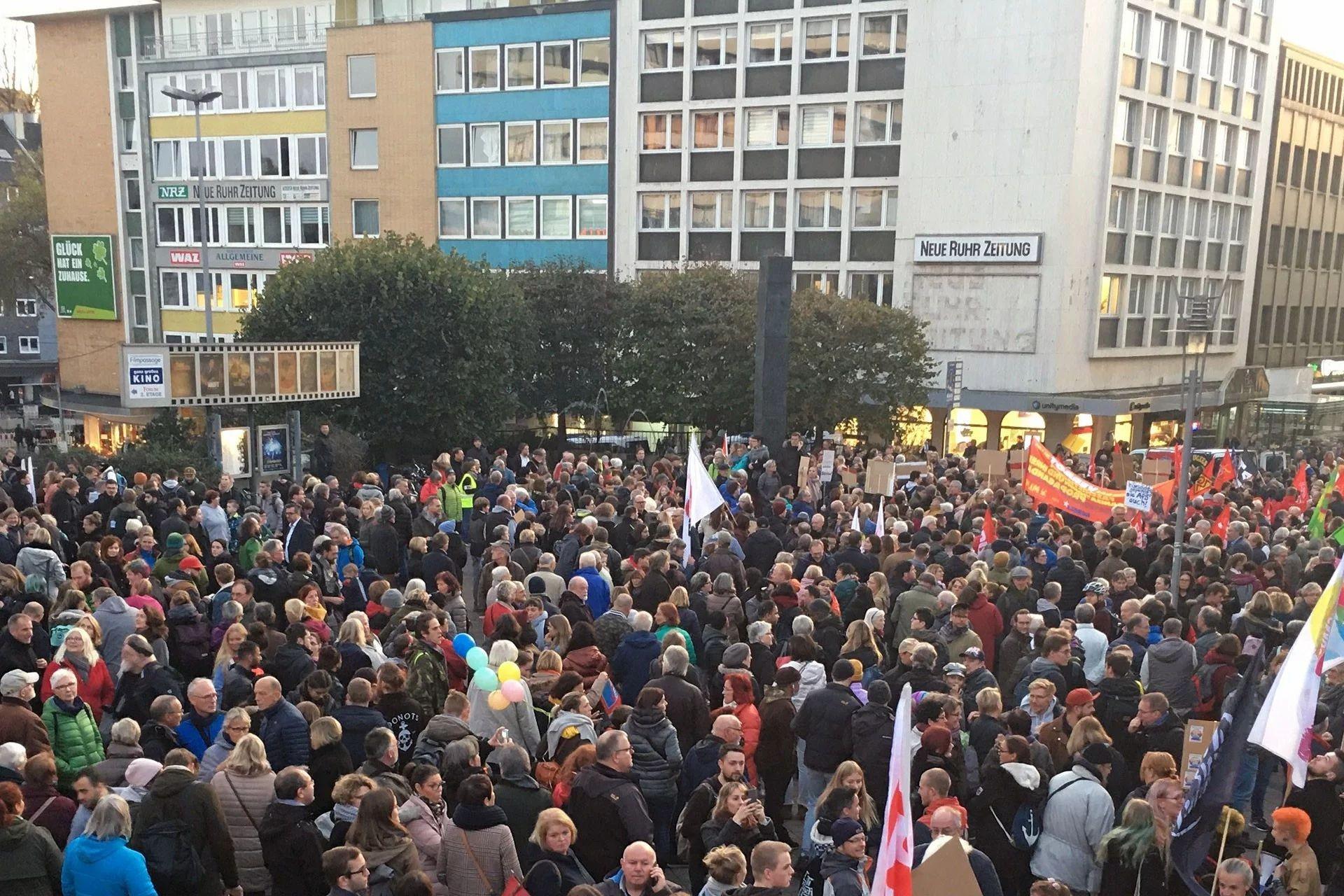 Irkçı AfD'nin 'Yurttaş Diyaloğu' toplantısı protesto edildi