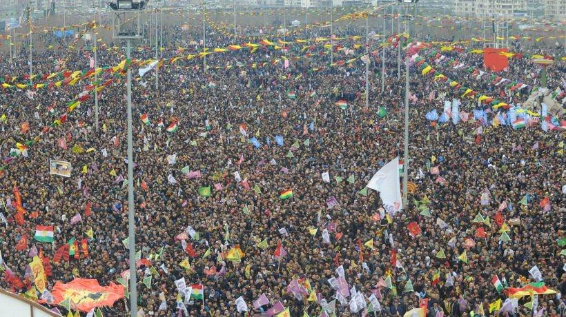 CANLI BLOG: Dakika dakika Diyarbakır Newrozu