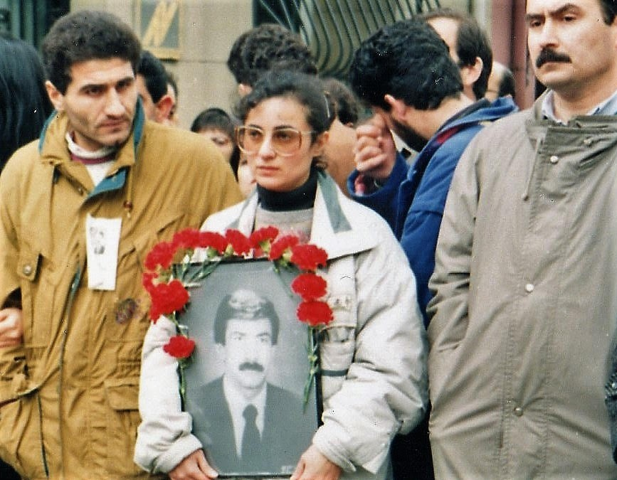 Metin İlgün, öldürülen Gerçek Dergisi Muhabiri Namık Tarancı'nın cenazesinde