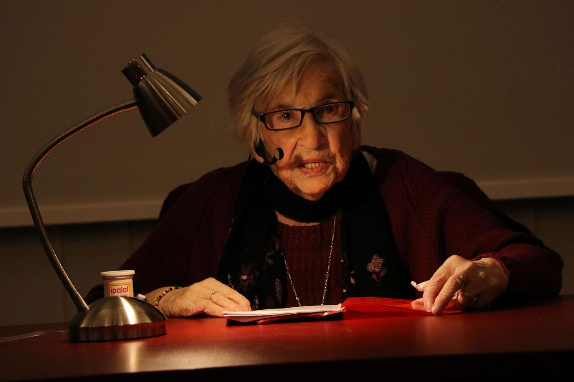 Soykırımından kurtulanlar arasında olan 94 yaşındaki Müzisyen ve Yazar Esther Bejarano