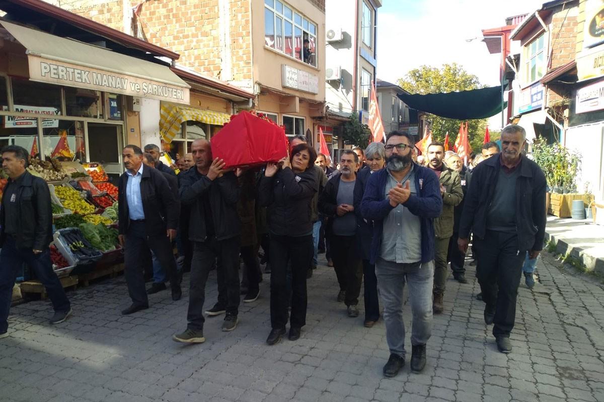 Yaşamını yitiren Emek Partisi MYK Üyesi Metin İlgün, memleketi Dersim'in Pertek ilçesinde düzenlenen törenle uğurlandı