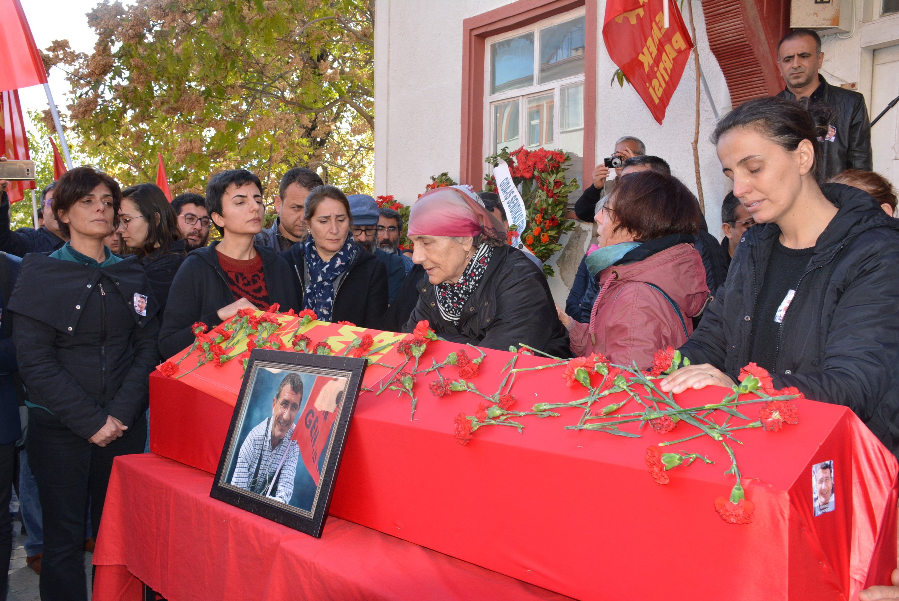 EMEP MYK Üyesi Metin İlgün'ün cenazesi Dersim'de toprağa verildi.