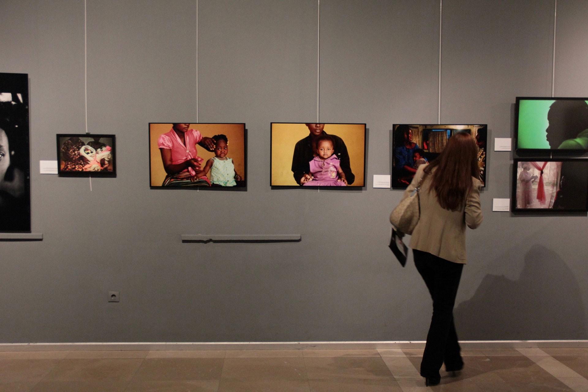 Fransız fotoğraf sanatçısı Lam Duc Hien, 50 ülkede kadına şiddeti fotoğraflarına yansıttı