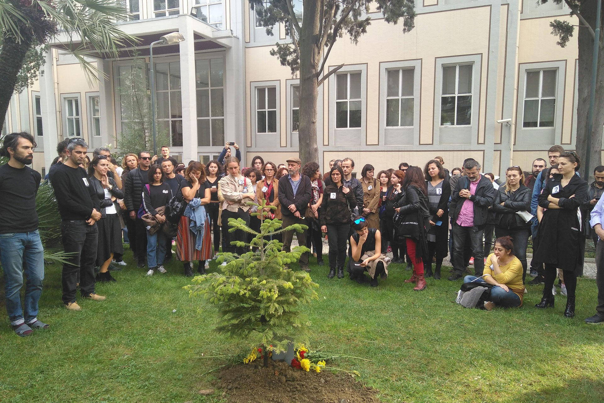 Mimar Sinan Güzel Sanatlar Üniversitesinde Oya Yetişkin için yapılan anma