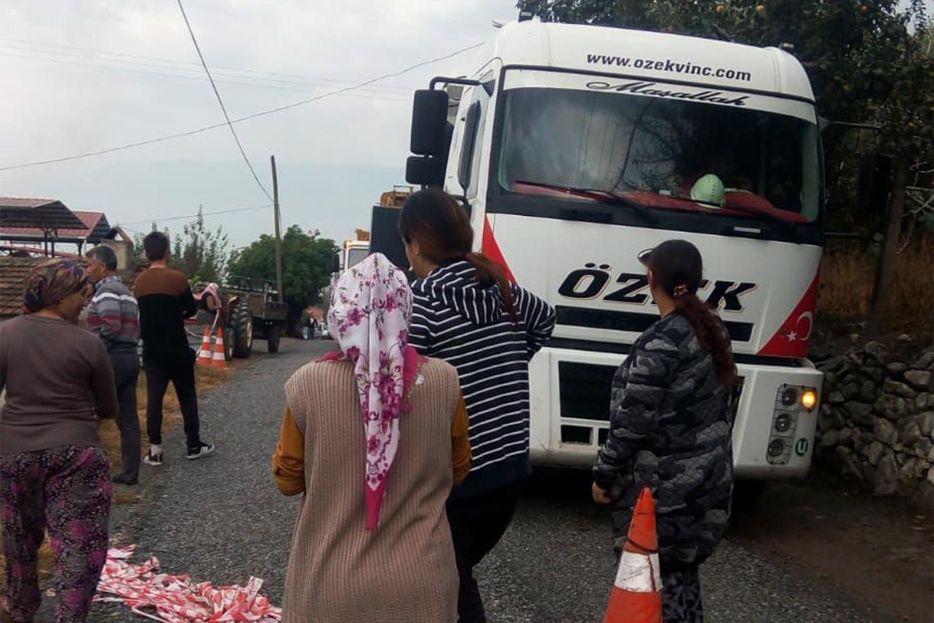Değirmendere'de JES'e karşı yol kapatan köylüler