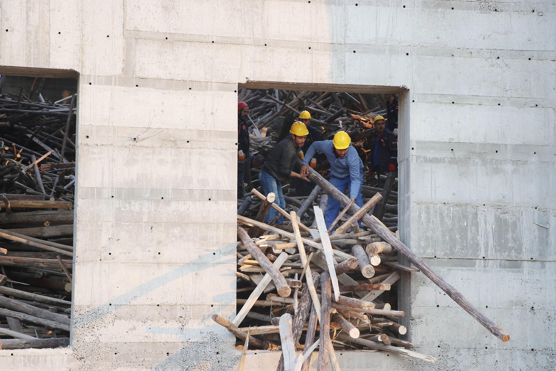 Antep'te iskelesi çöken cami inşaatı