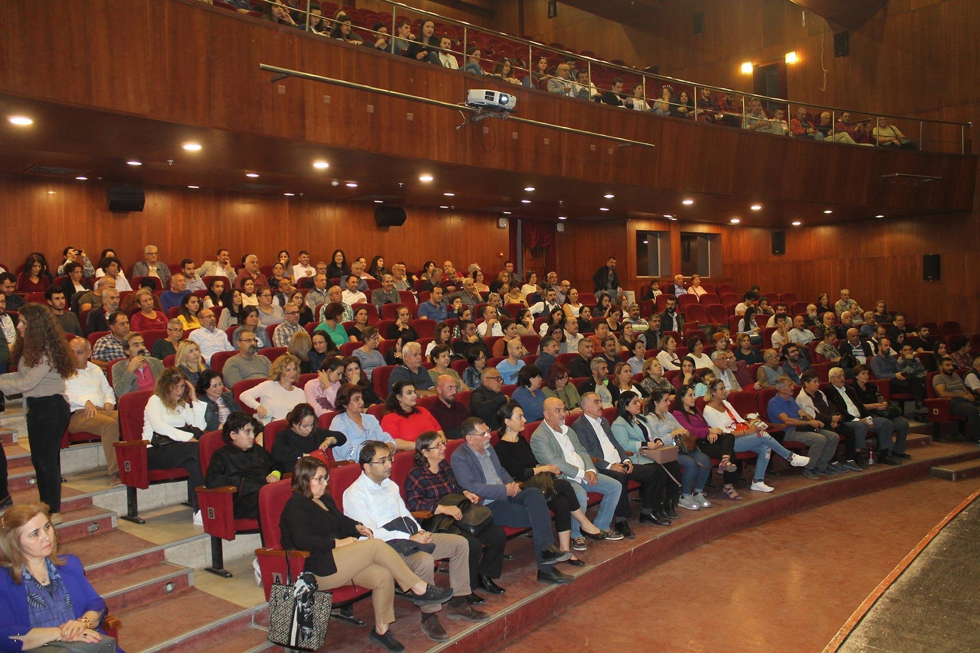 Adana'da düzenlenen Evrensel ile dayanışma etkinliğine katılan konuklar