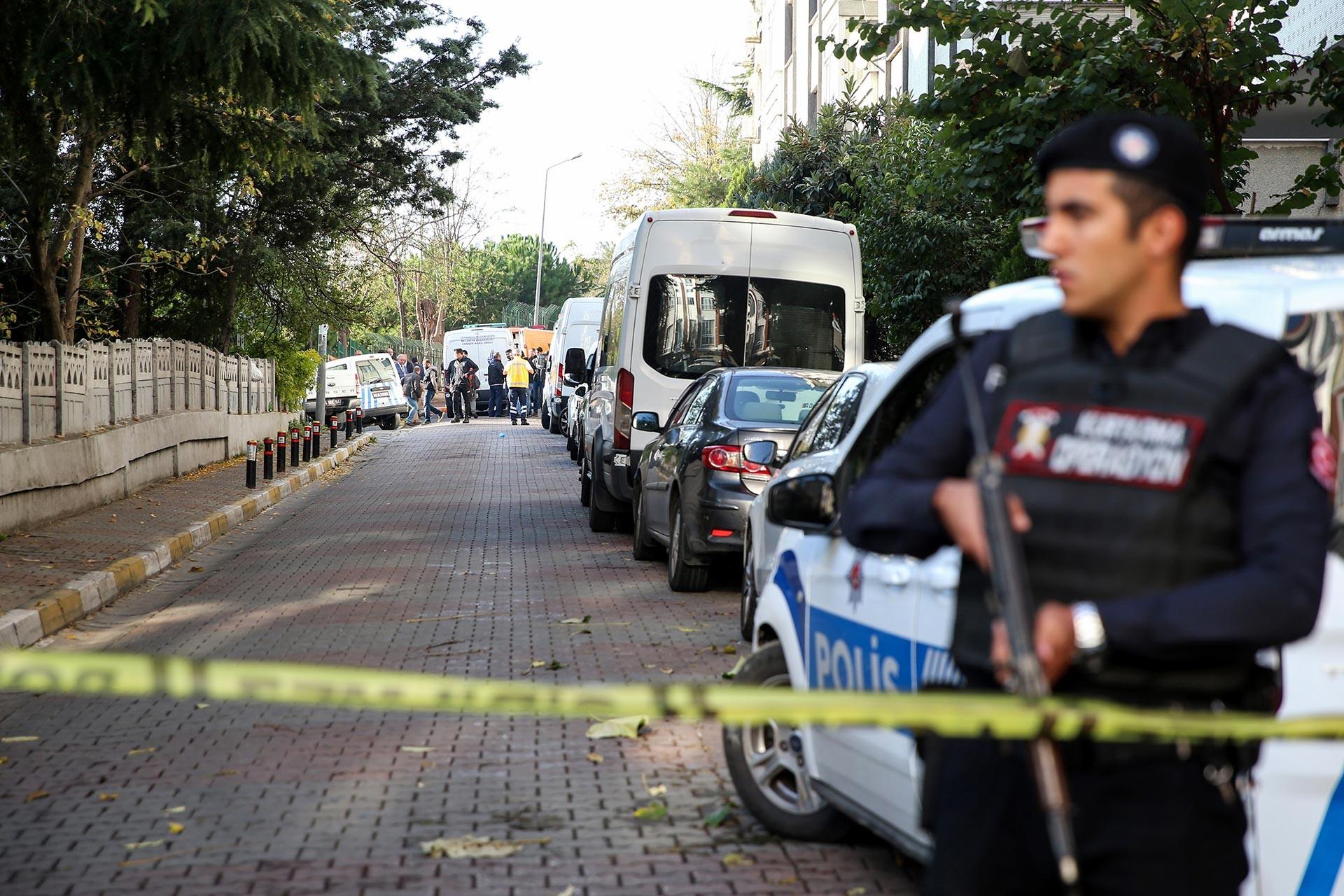 Bakırköy'de 3 kişinin ölü bulunduğu evin yer aldığı sokak
