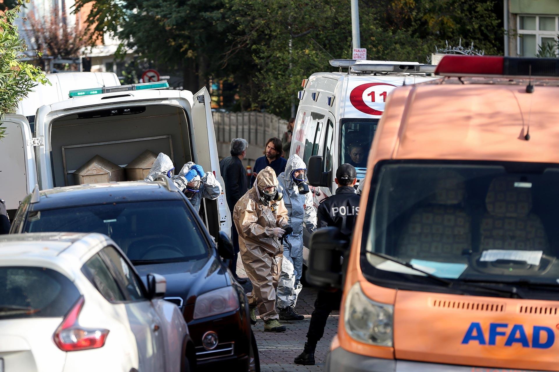 3 kişinin ölü bulunduğu evin önündeki 112 ve AFAD ekipleri