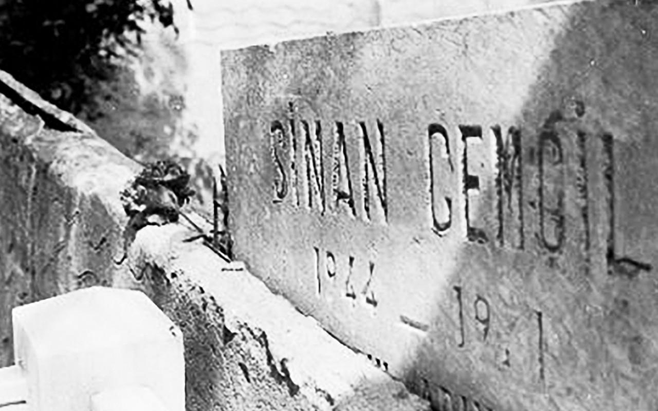 Sinan Cemgil'in mezar taşı, Karacaahmet Mezarlığı, İstanbul