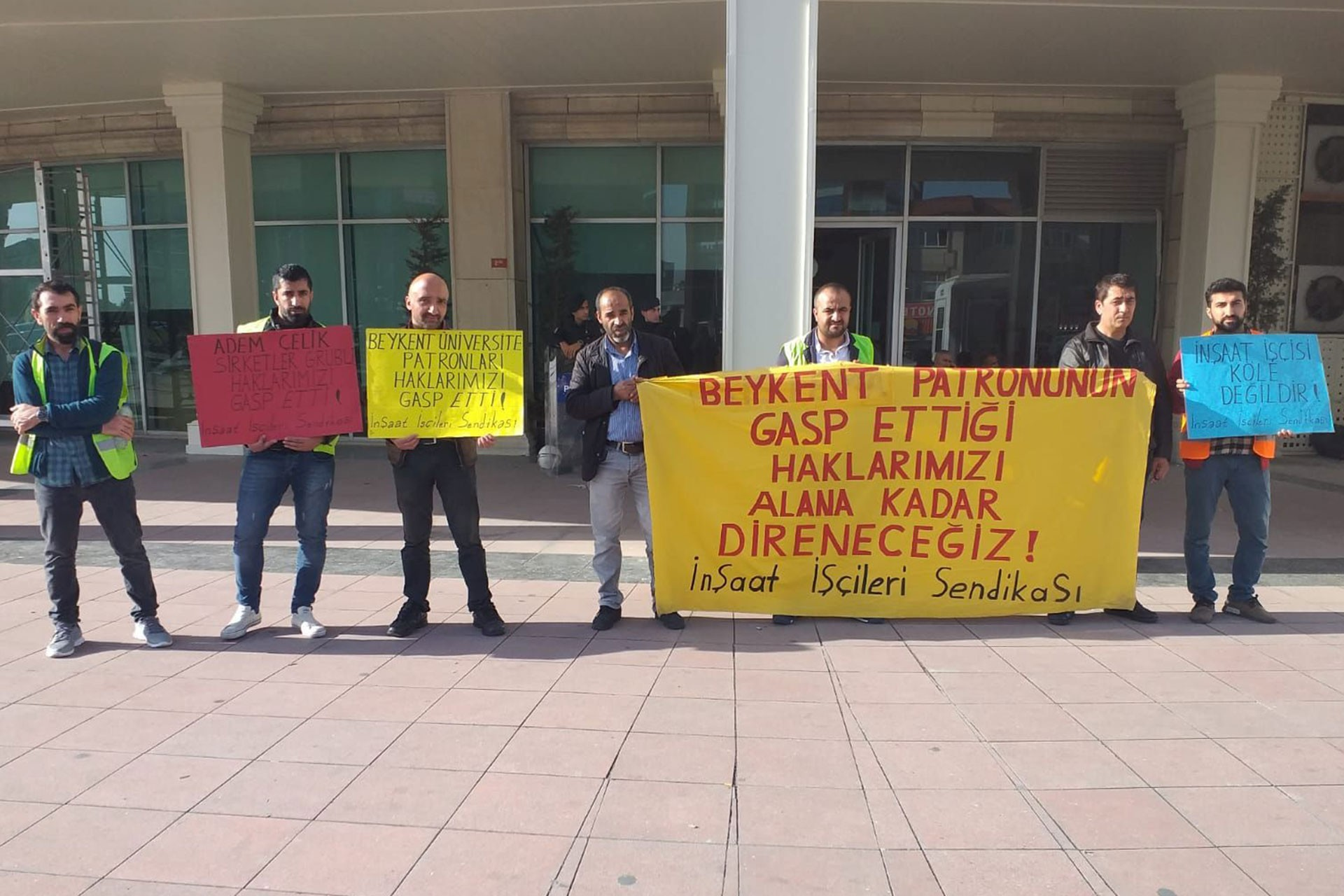 Beykent Üniversitesi inşaatı işçileri ödenmeyen ücretleri için eylemde