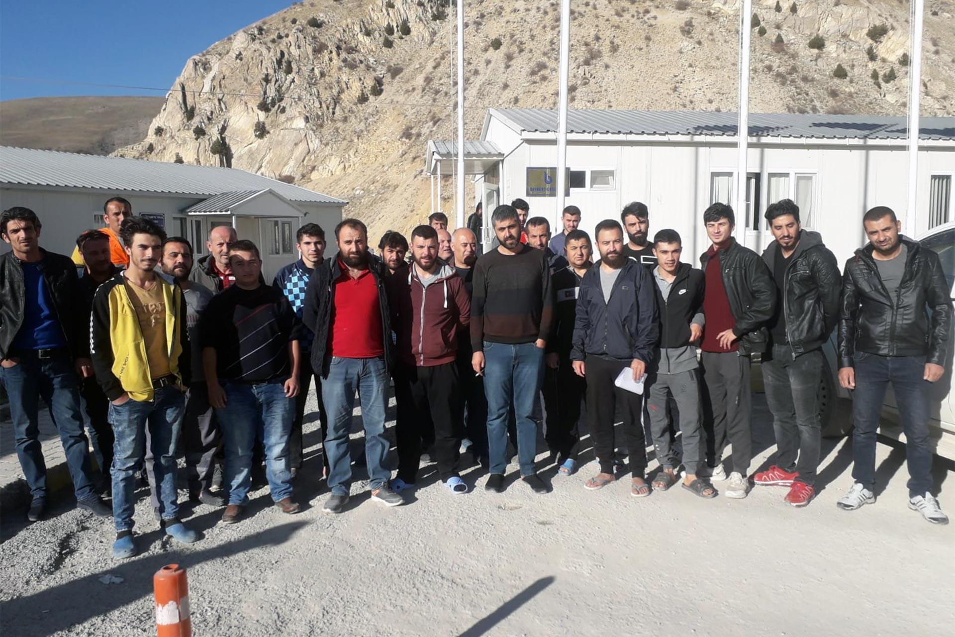 Ödenmeyen ücretleri için greve çıkan Bayburt Grup işçileri