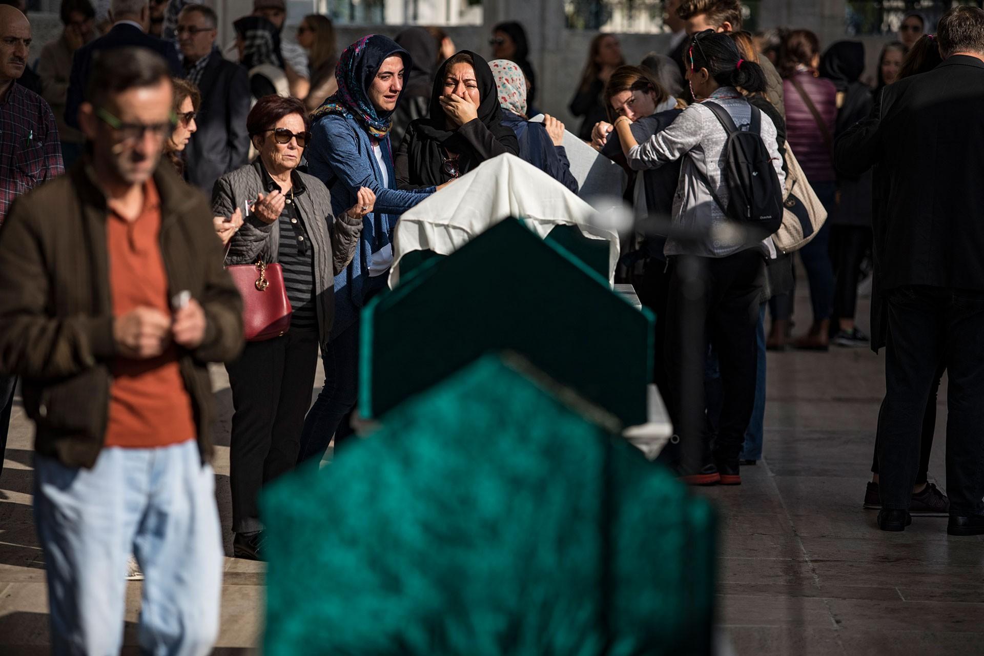 Bakırköy'de evlerinde ölü bulunan Delen ailesinin cenaze töreni.