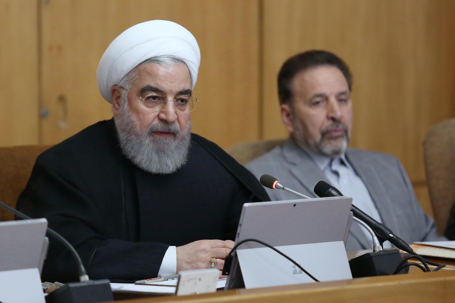 İran Cumhurbaşkanı Hasan Ruhani, ülke genelinde devam eden benzin zammı protestolarıyla ilgili açıklamalarda bulunurken