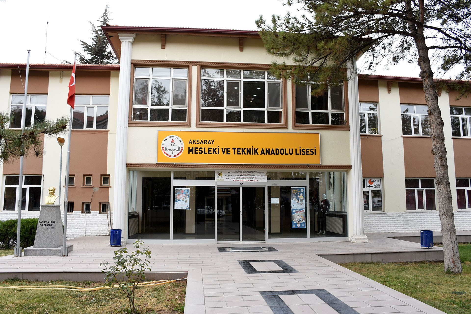 Aksaray Mesleki ve Teknik Anadolu Lisesi binası